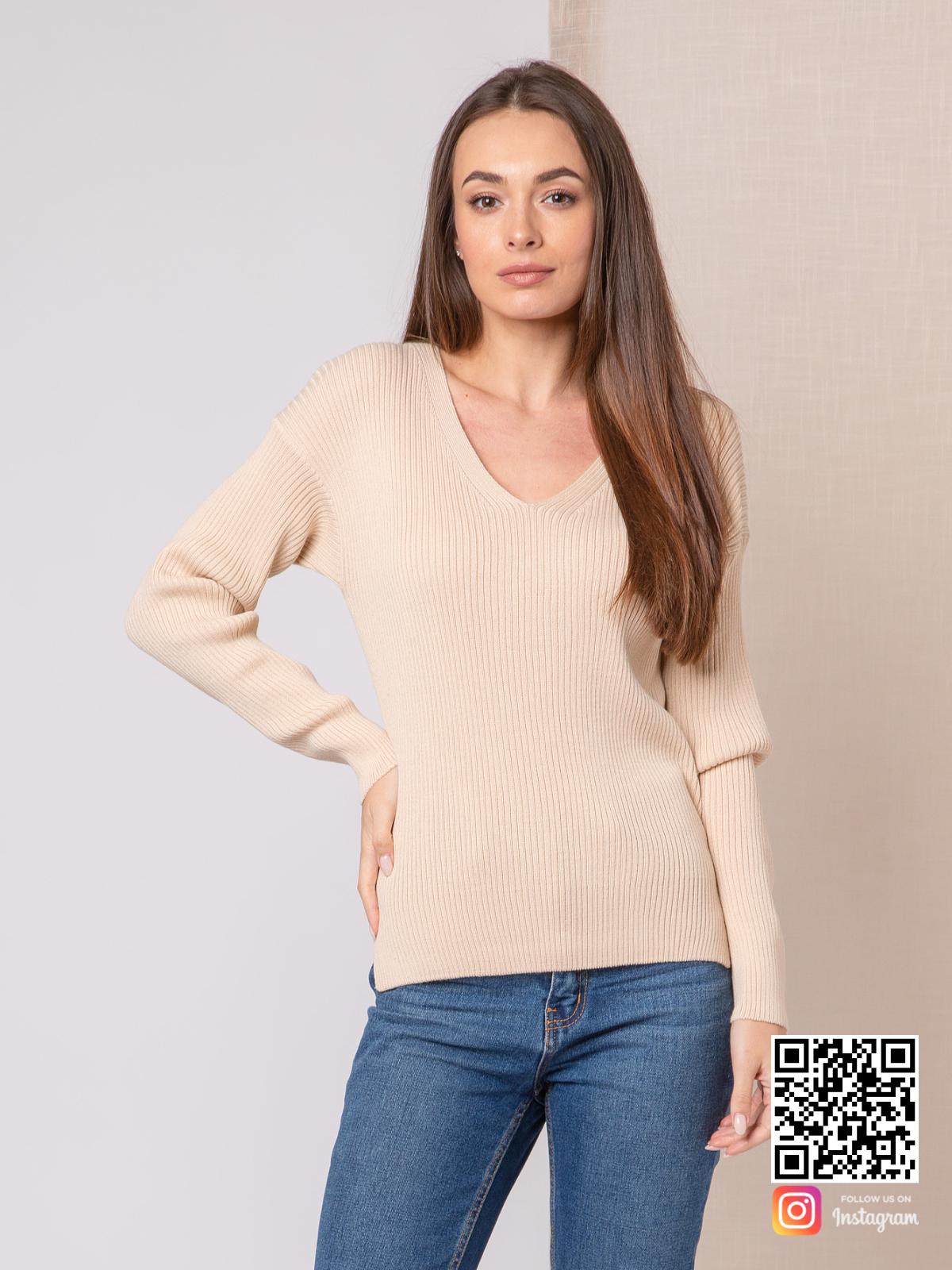 На фотографии пуловер тонкий женский от Shapar, бренда вязаной одежды ручной работы в интернет-магазине связанных спицами вещей.