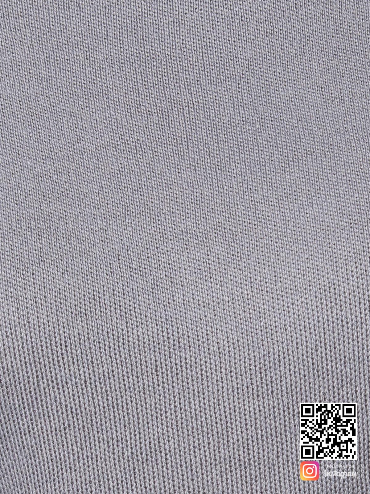 На пятой фотографии серый костюм женский крупным планом от Shapar, бренда вязаной одежды ручной работы в интернет-магазине связанных спицами вещей.