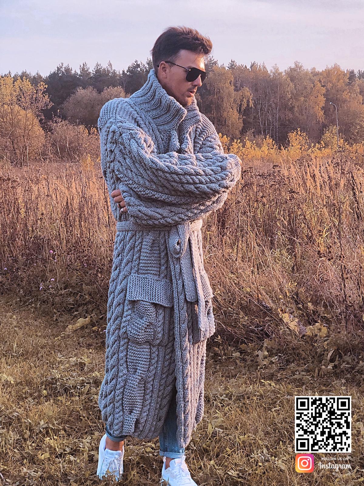 На четвертой фотографии серый мужской кардиган с карманами от Shapar, бренда вязаной одежды ручной работы в интернет-магазине связанных спицами вещей.