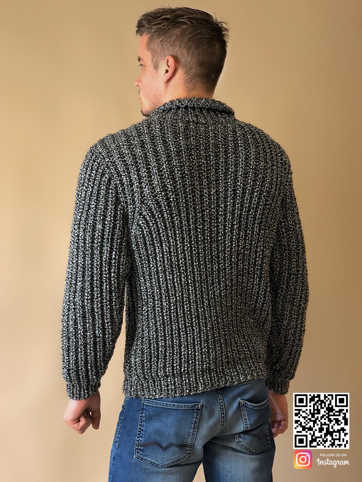 На второй фотографии теплый свитер мужской со спины от Shapar, бренда вязаной одежды ручной работы в интернет-магазине связанных спицами вещей.