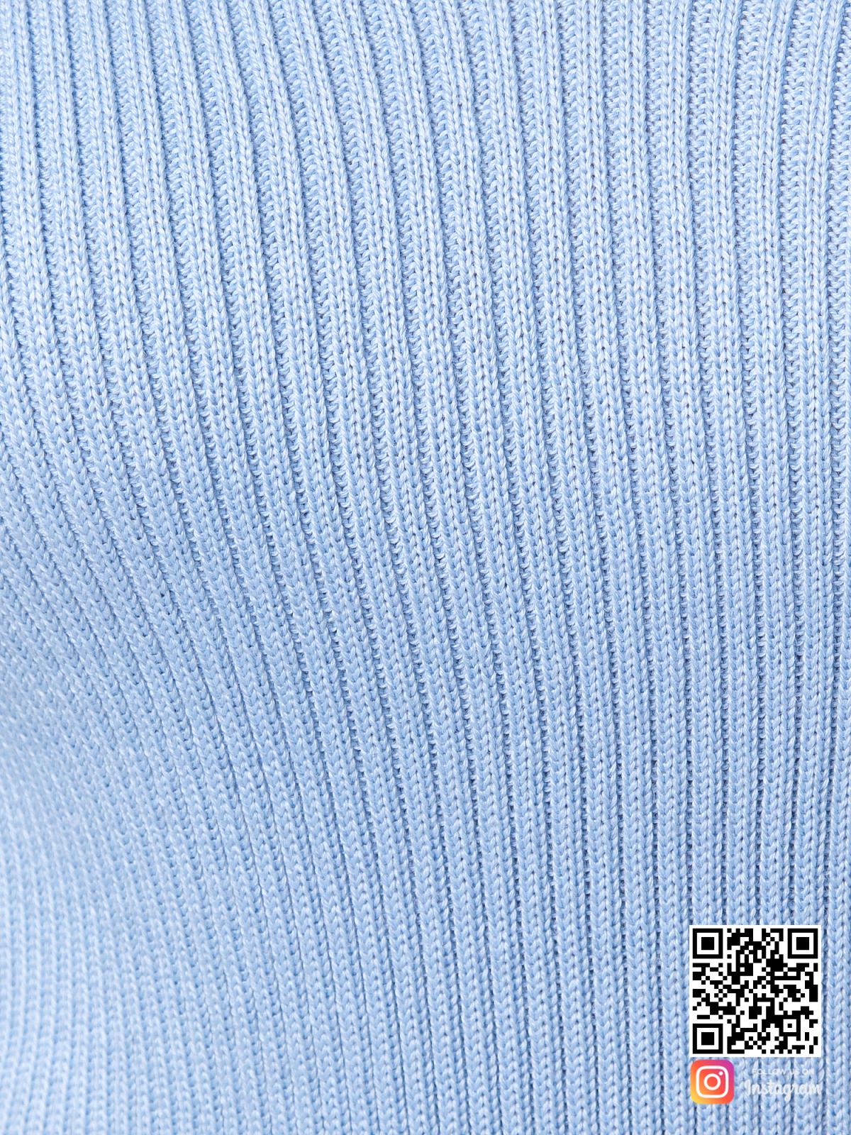 На шестой фотографии голубой тонкий пуловер крупным планом от Shapar, бренда вязаной одежды ручной работы в интернет-магазине связанных спицами вещей.