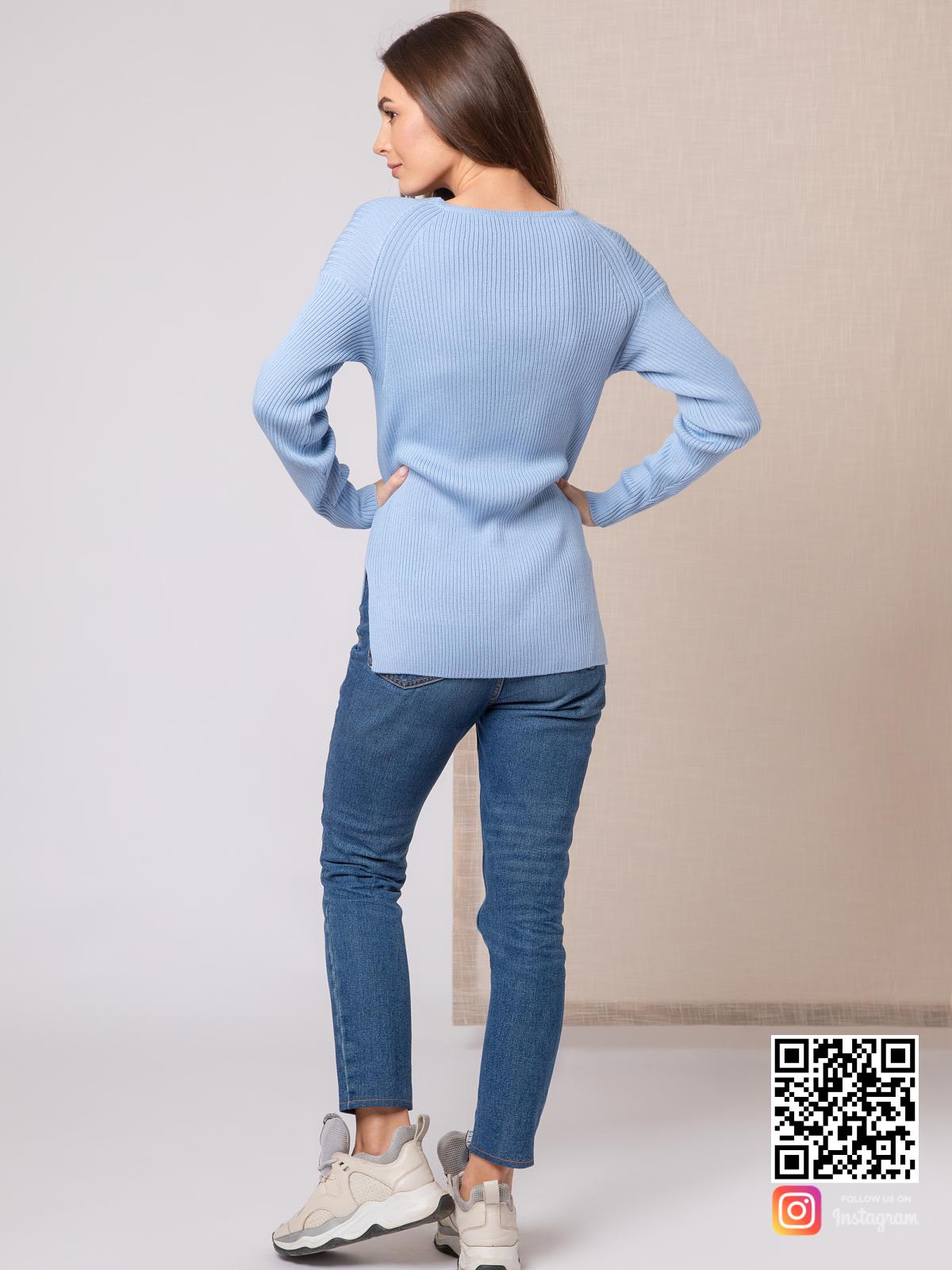 На пятой фотографии модный тонкий пуловер для девушек и женщин от Shapar, бренда вязаной одежды ручной работы в интернет-магазине связанных спицами вещей.