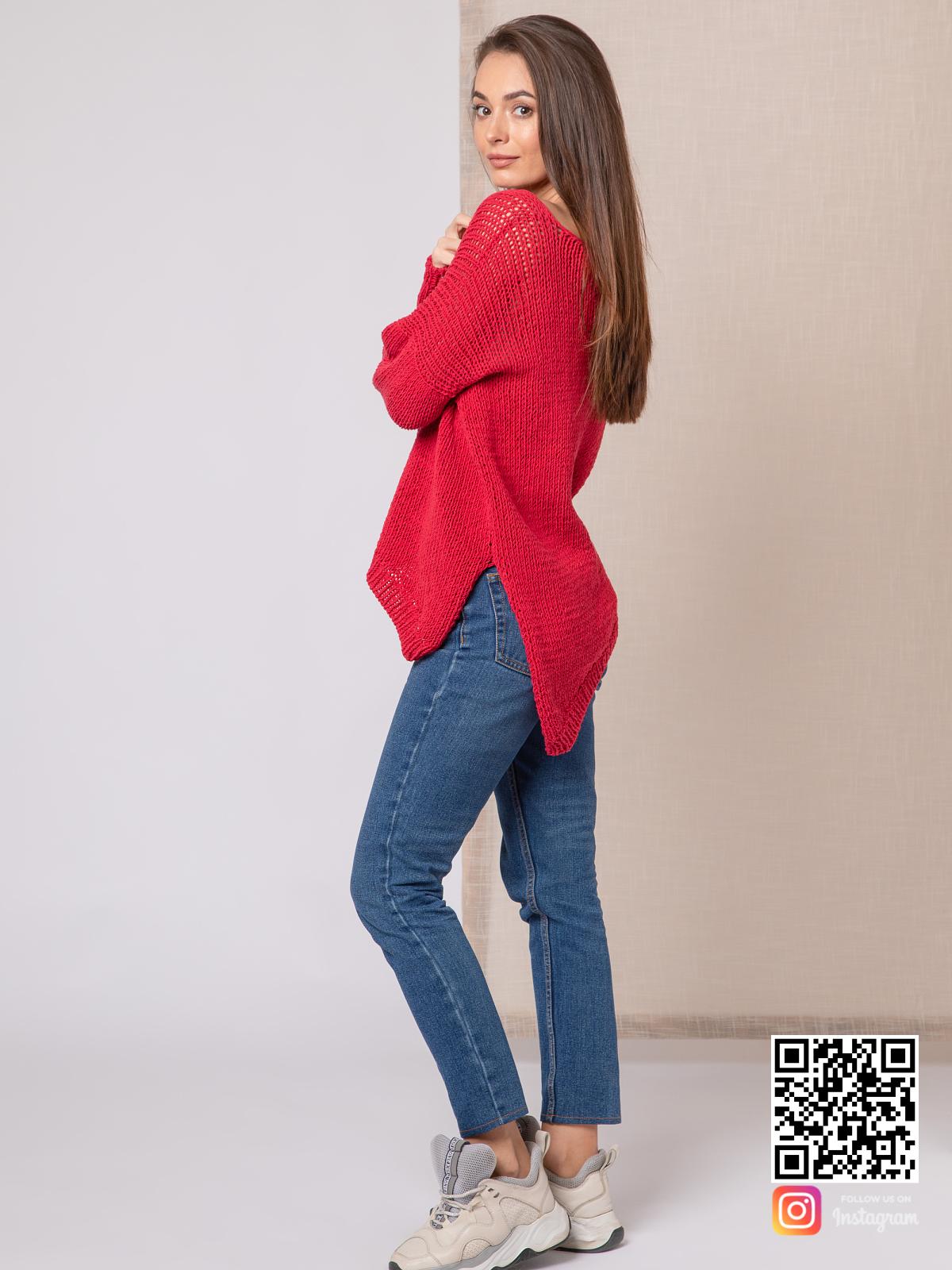 На второй фотографии тонкий свитер женский с асимметирчным низом от Shapar, бренда вязаной одежды ручной работы в интернет-магазине связанных спицами вещей.