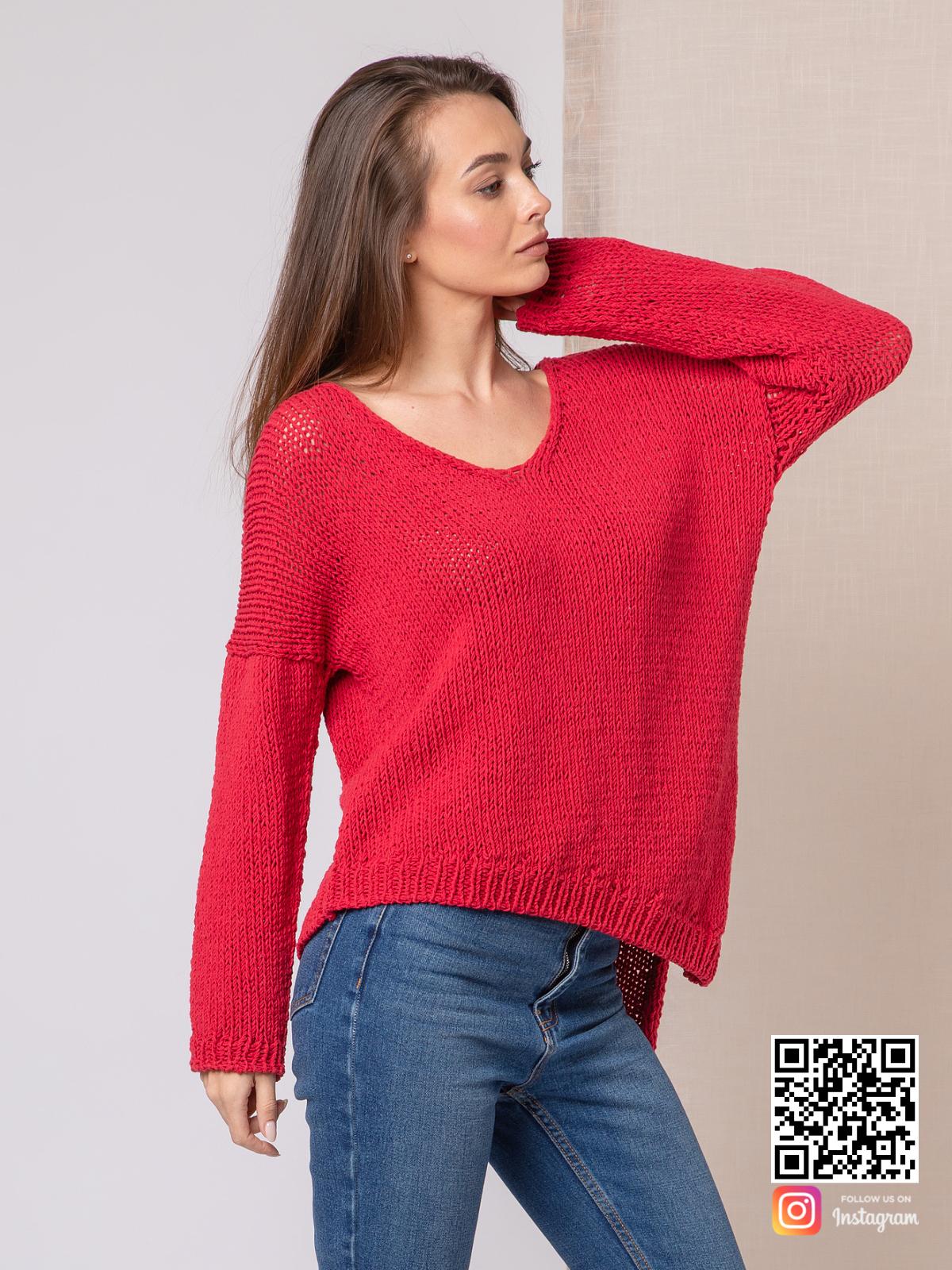 На четвертой фотографии летний тонкий свитер женский красного цвета от Shapar, бренда вязаной одежды ручной работы в интернет-магазине связанных спицами вещей.