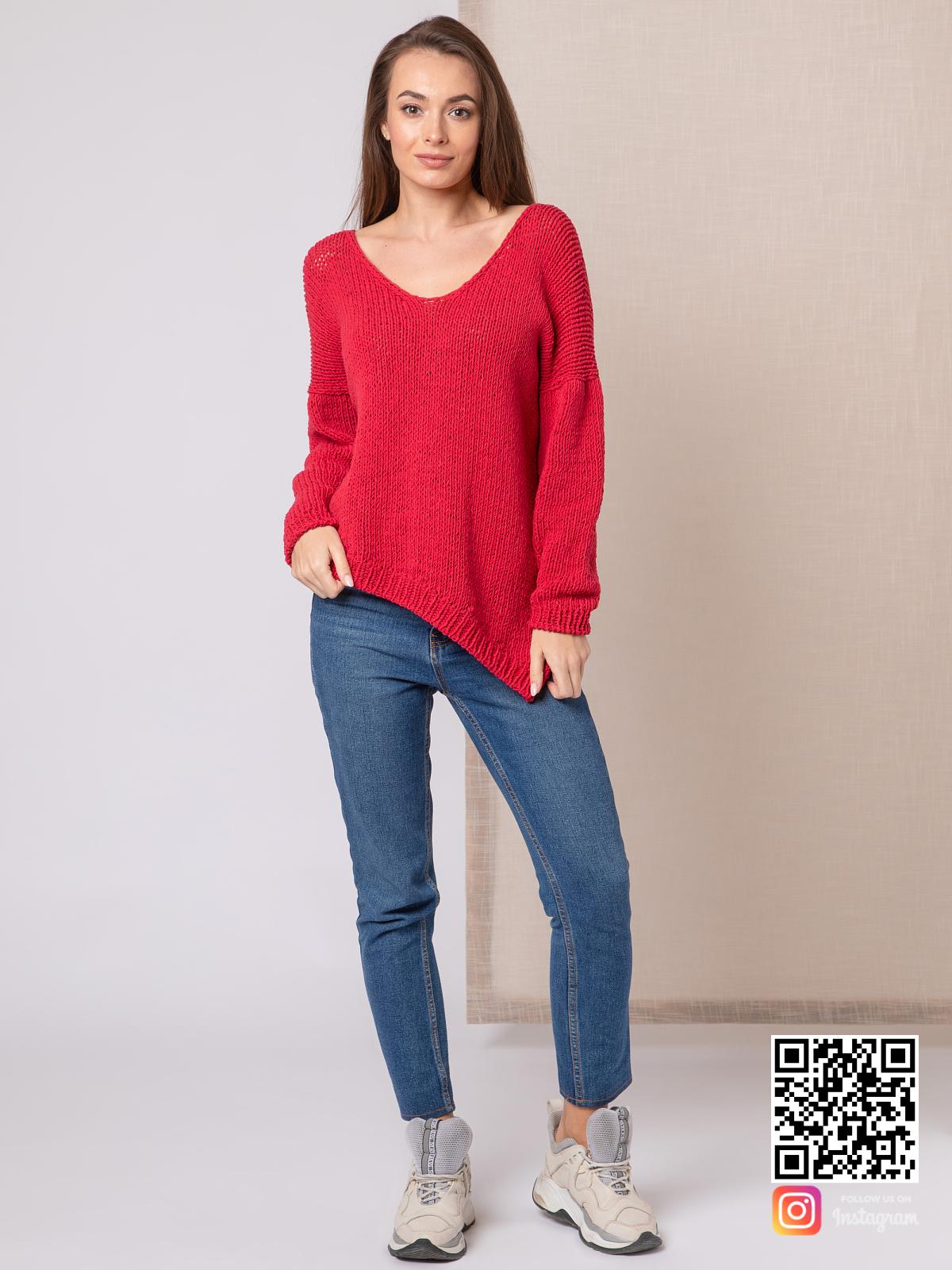 На фотографии тонкий свитер женский от Shapar, бренда вязаной одежды ручной работы в интернет-магазине связанных спицами вещей.