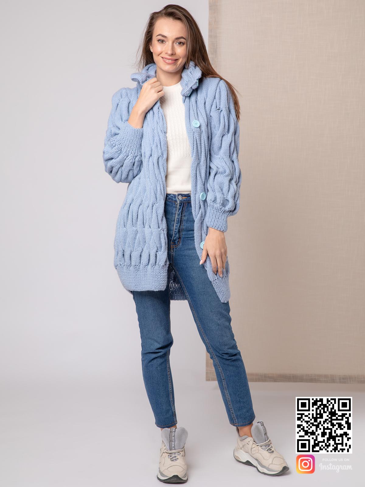 На седьмой фотографии короткое вязаное пальто для женщин от Shapar, бренда одежды ручной работы в интернет-магазине связанных спицами вещей.