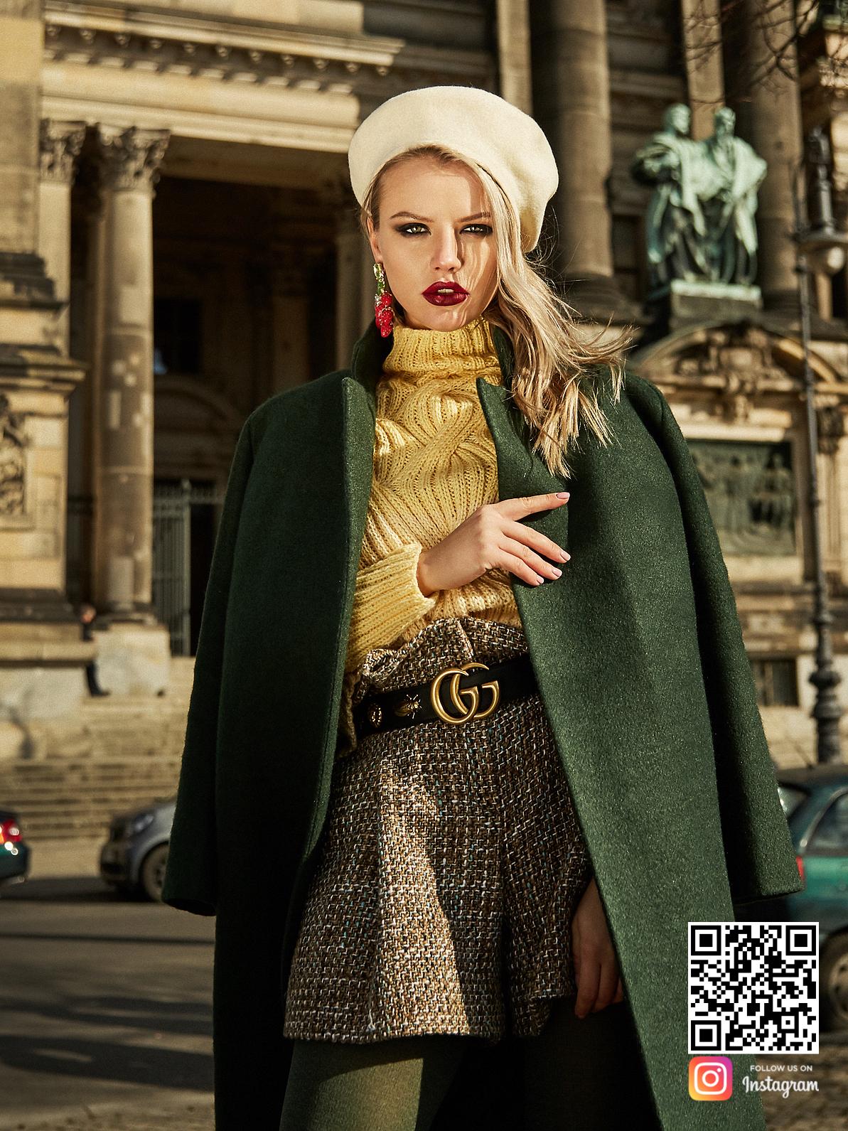 На третьей фотографии женский джемпер реглан с вязаным узоромот Shapar, бренда одежды в интернет-магазине связанных спицами вещей.