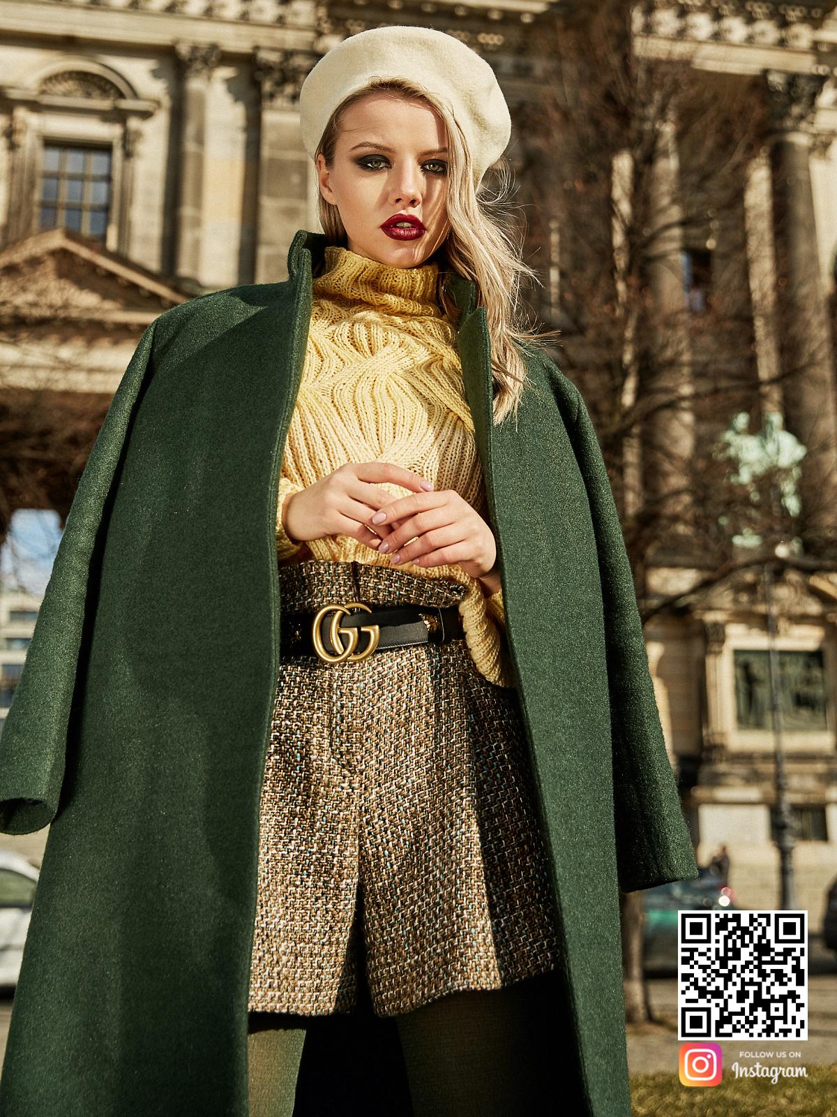На фотографии женский джемпер реглан от Shapar, бренда вязаной одежды в интернет-магазине связанных спицами вещей.