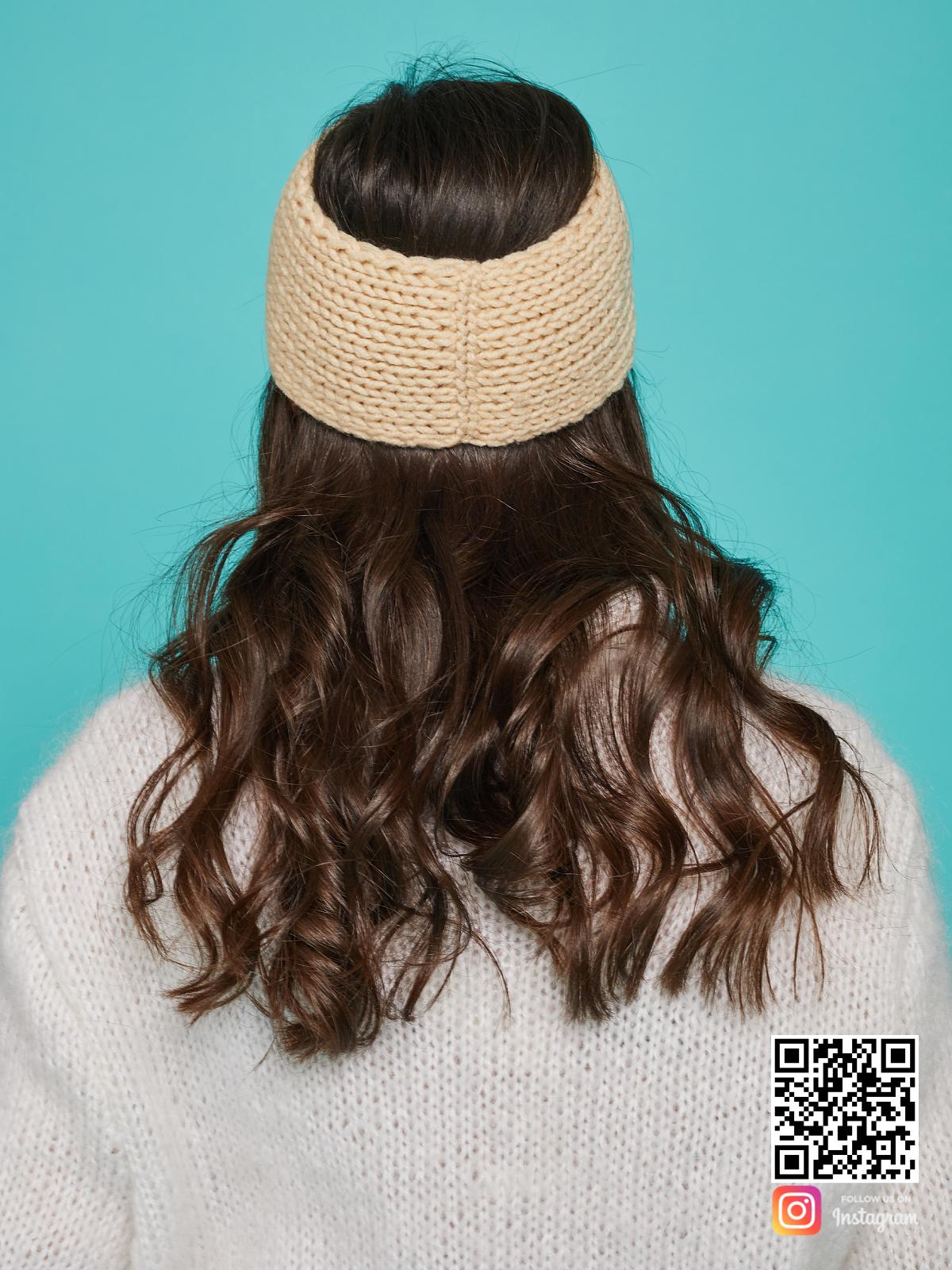 На четвертой фотографии бежевая повязка со спины от Shapar, бренда вязаной одежды ручной работы в интернет-магазине связанных спицами вещей.