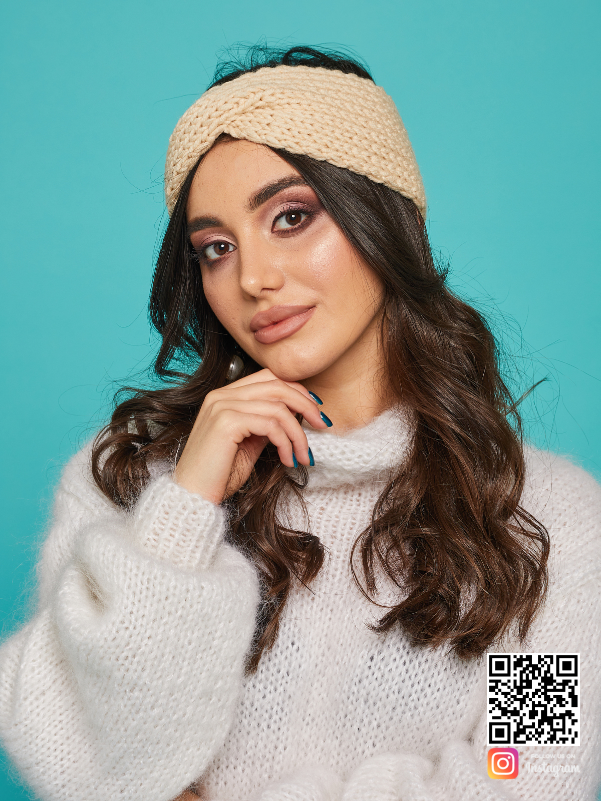 На пятой фотографии зимняя бежевая повязка от Shapar, бренда вязаной одежды ручной работы в интернет-магазине связанных спицами вещей.