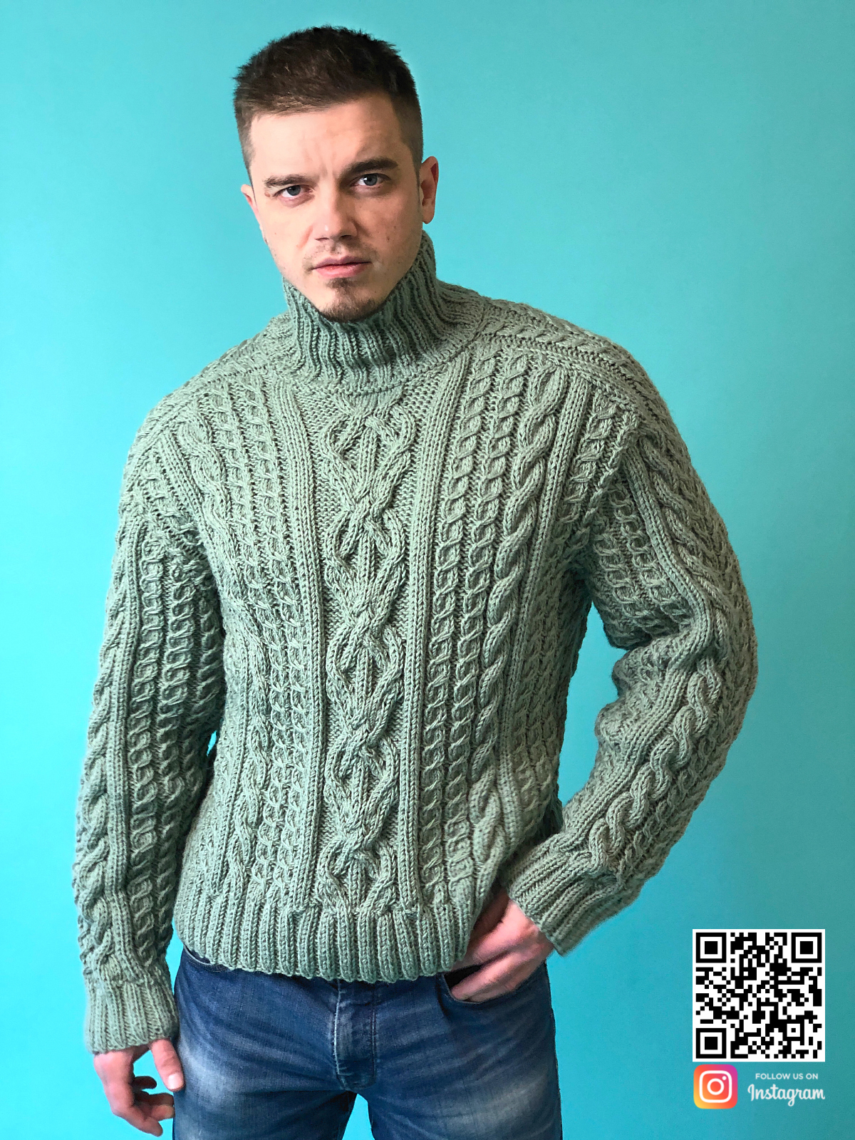 На седьмой фотографии мужской шерстяной свитер с горлом в цвете хаки от Shapar, бренда вязаной одежды ручной работы в интернет-магазине связанных спицами вещей.