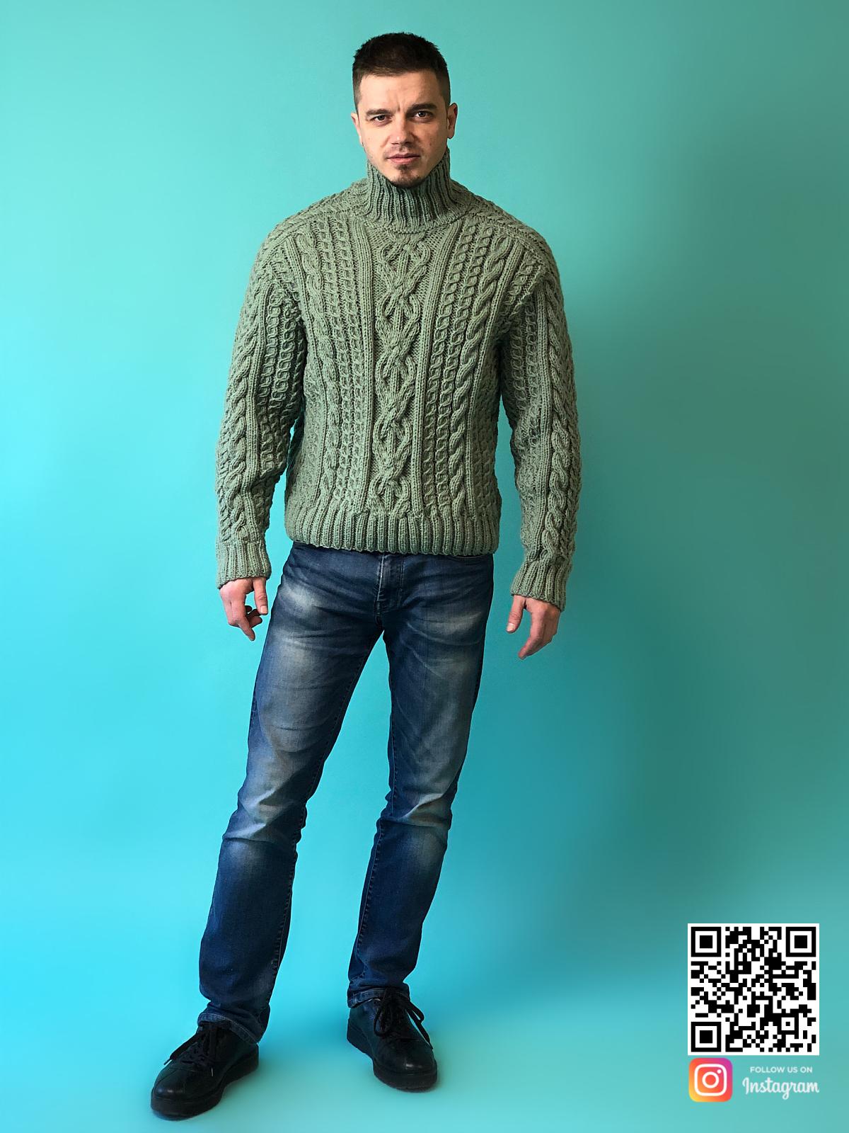 На третьей фотографии теплый мужской шерстяной свитер с горлом от Shapar, бренда вязаной одежды ручной работы в интернет-магазине связанных спицами вещей.