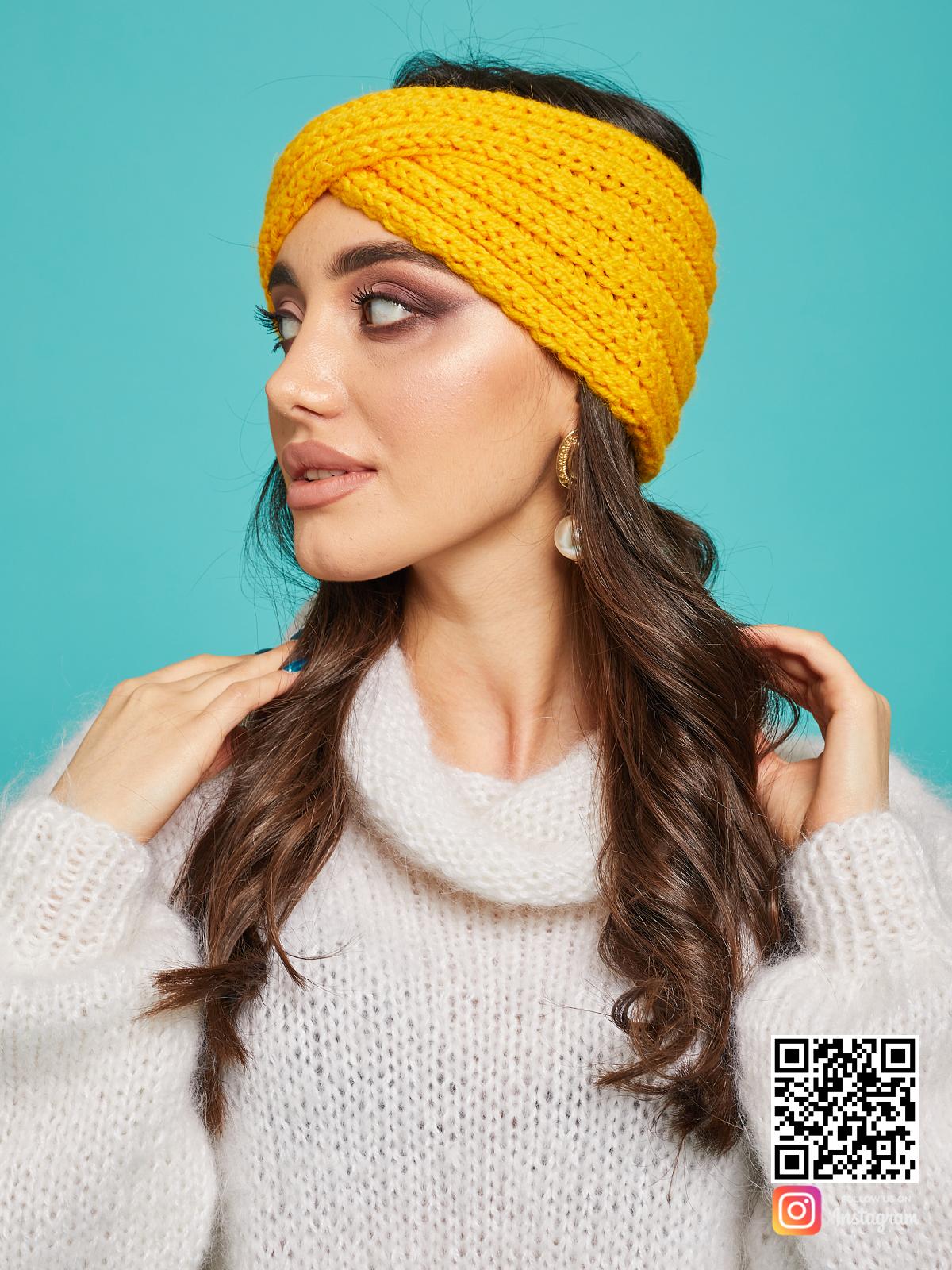 На пятой фотографии стильная повязка на голову желтая от Shapar, бренда вязаной одежды ручной работы в интернет-магазине связанных спицами вещей.
