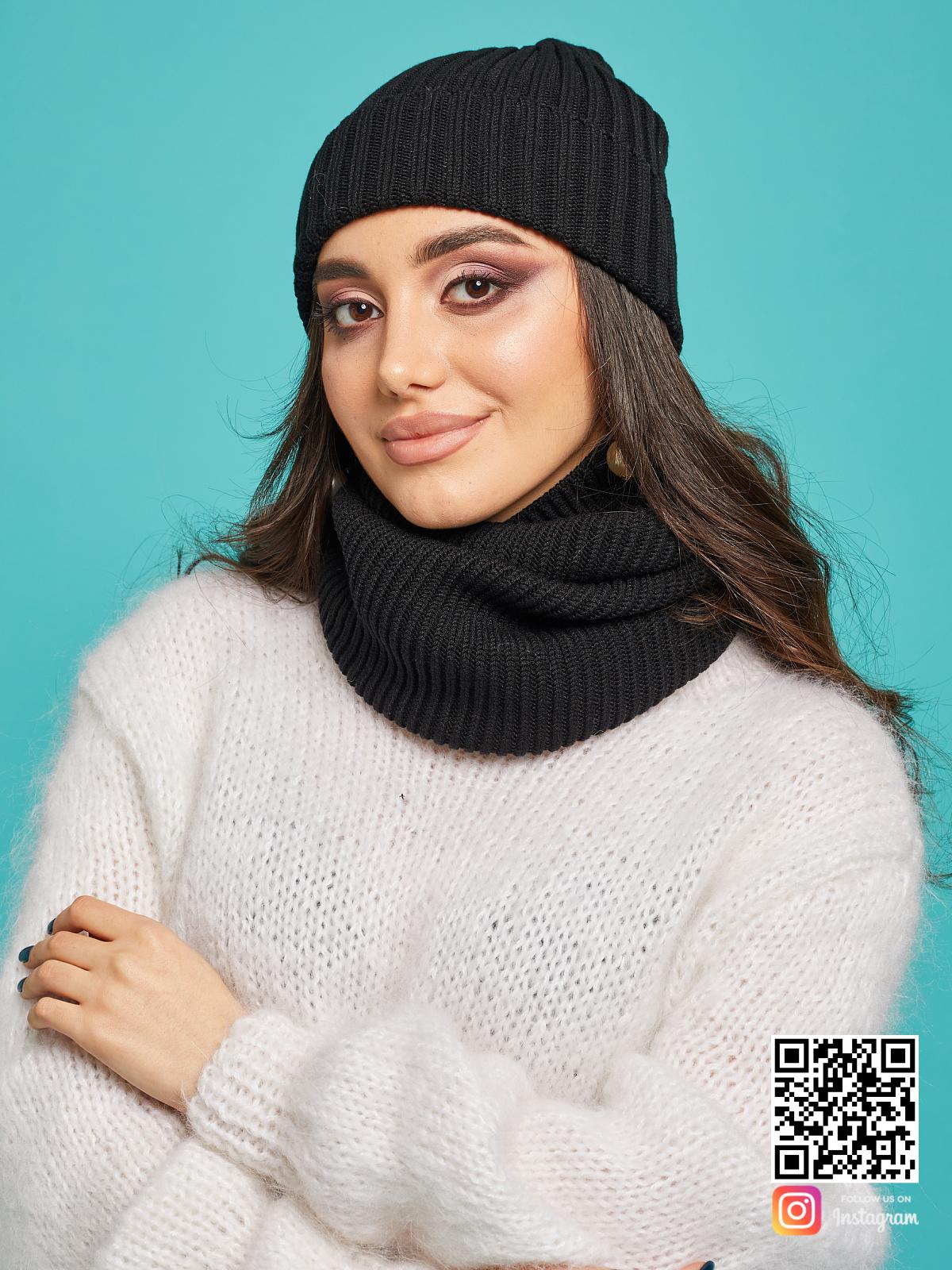 На пятой фотографии модный вязаный комплект шапка и снуд для девушек от Shapar, бренда одежды ручной работы в интернет-магазине связанных спицами вещей.
