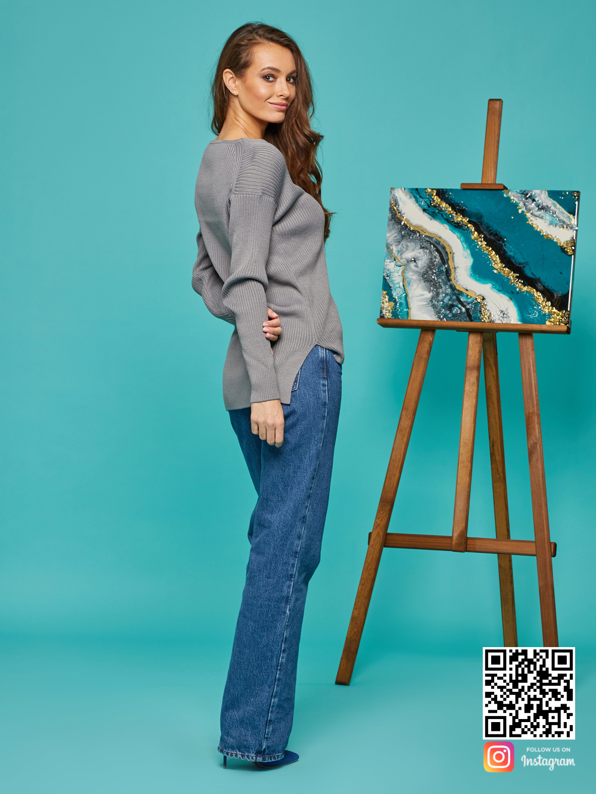 На шестой фотографии женский базовый свитер на каждый день от Shapar, бренда вязаной одежды ручной работы в интернет-магазине связанных спицами вещей.