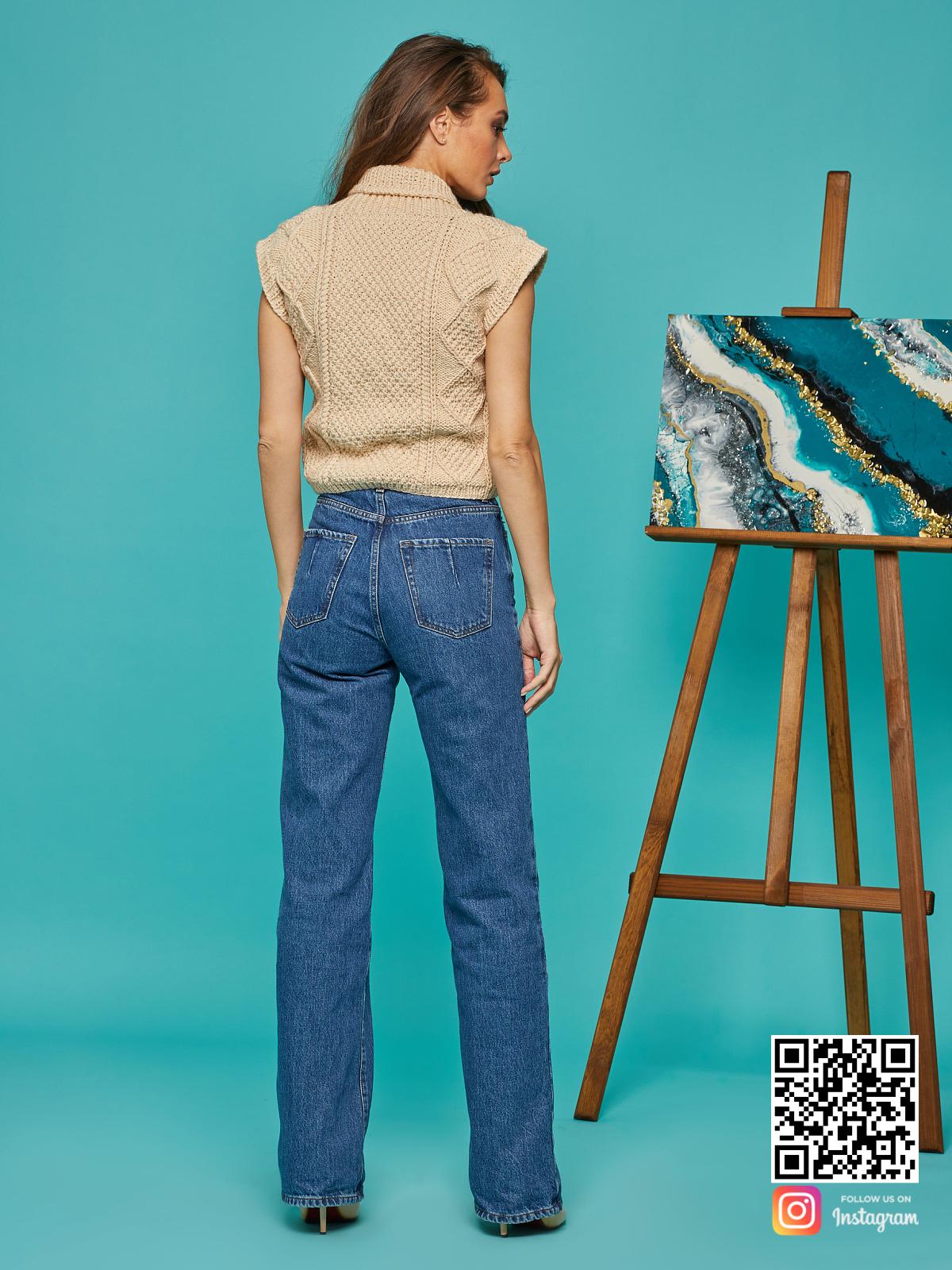 На шестой фотографии женская жилетка бежевого цвета от Shapar, бренда вязаной одежды ручной работы в интернет-магазине связанных спицами вещей.