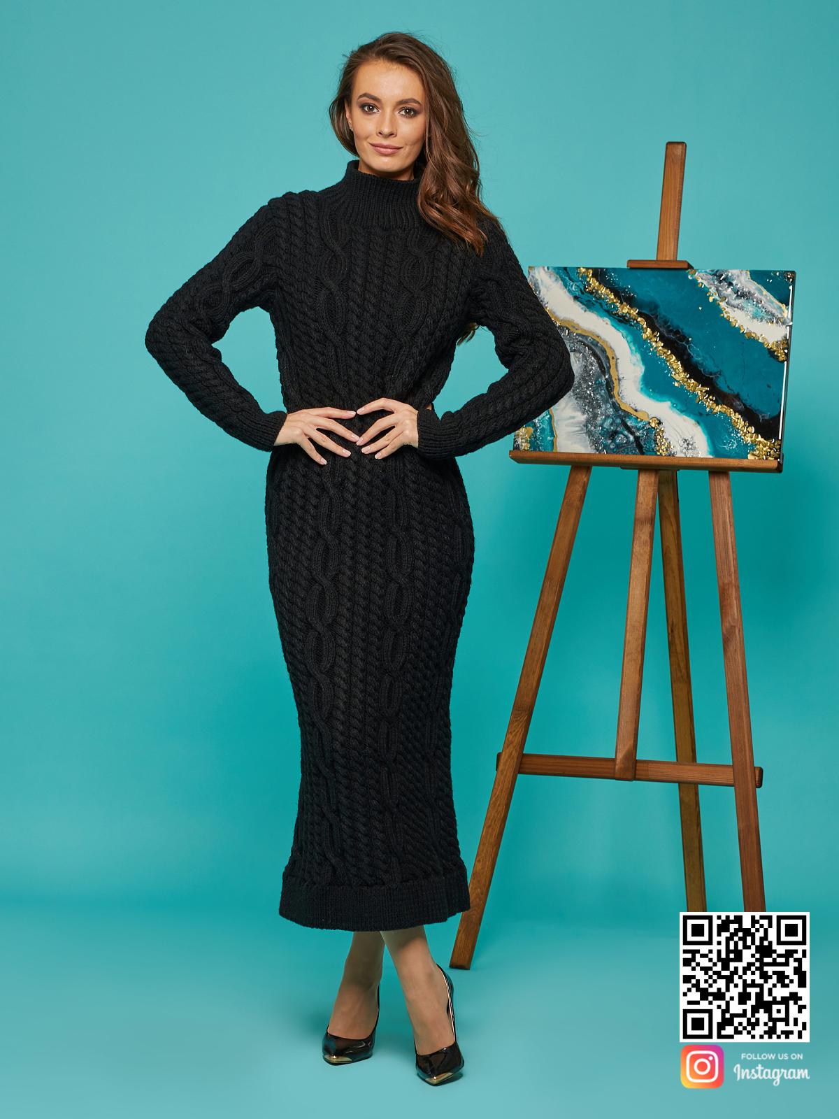 На седьмой фотографии черное вязаное длинное платье на выход от Shapar, бренда женской одежды ручной работы в интернет-магазине связанных спицами вещей.