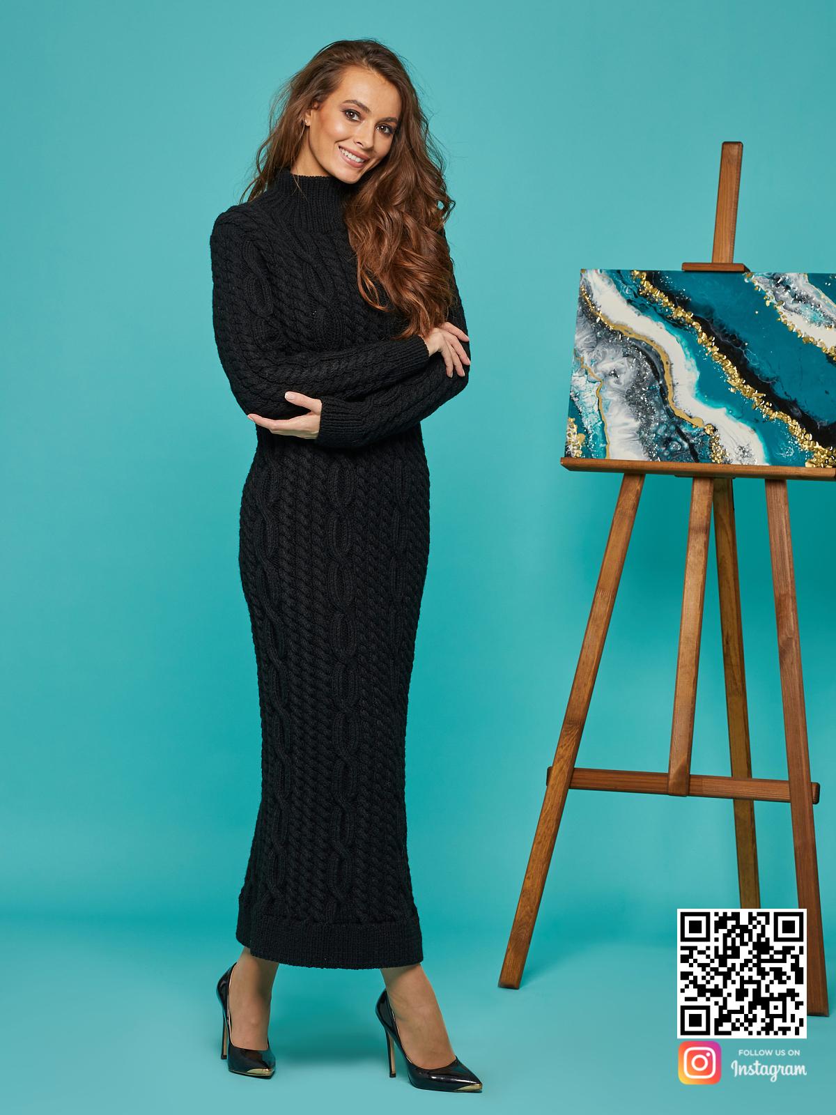 На шестой фотографии теплое черное вязаное длинное платье от Shapar, бренда женской одежды ручной работы в интернет-магазине связанных спицами вещей.