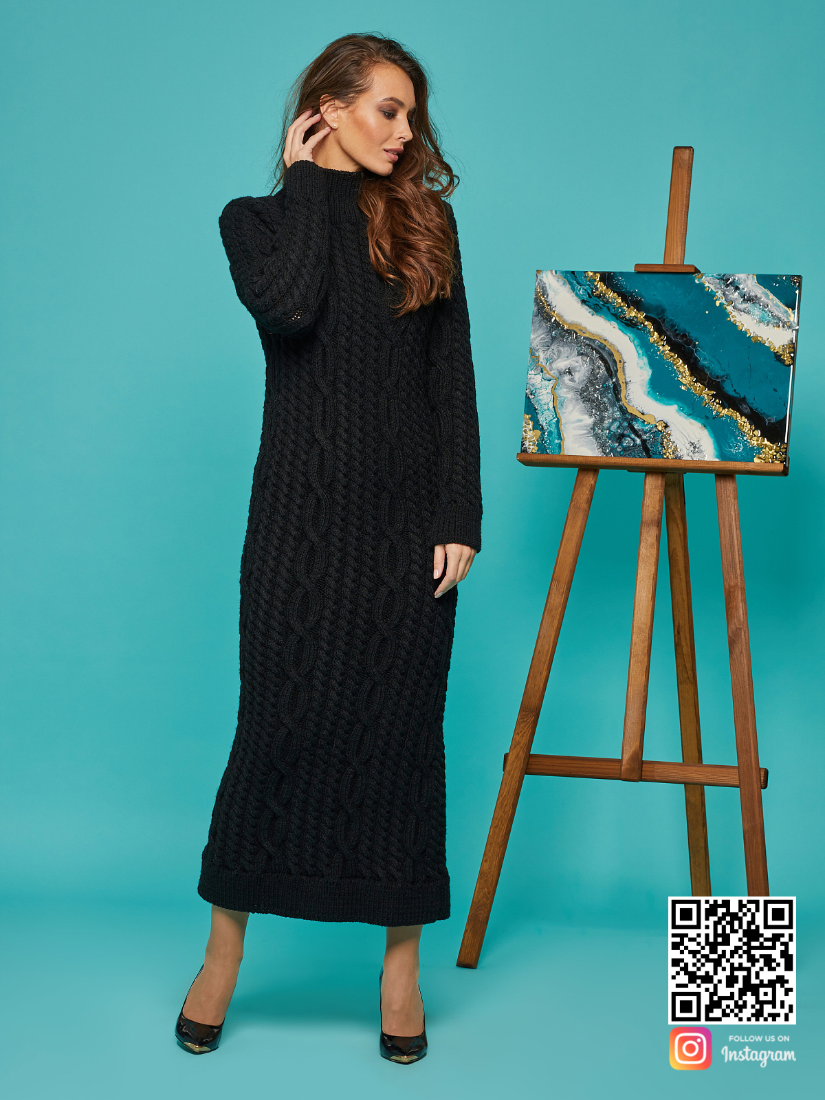 На пятой фотографии вязаное длинное платье черного цвета от Shapar, бренда женской одежды ручной работы в интернет-магазине связанных спицами вещей.