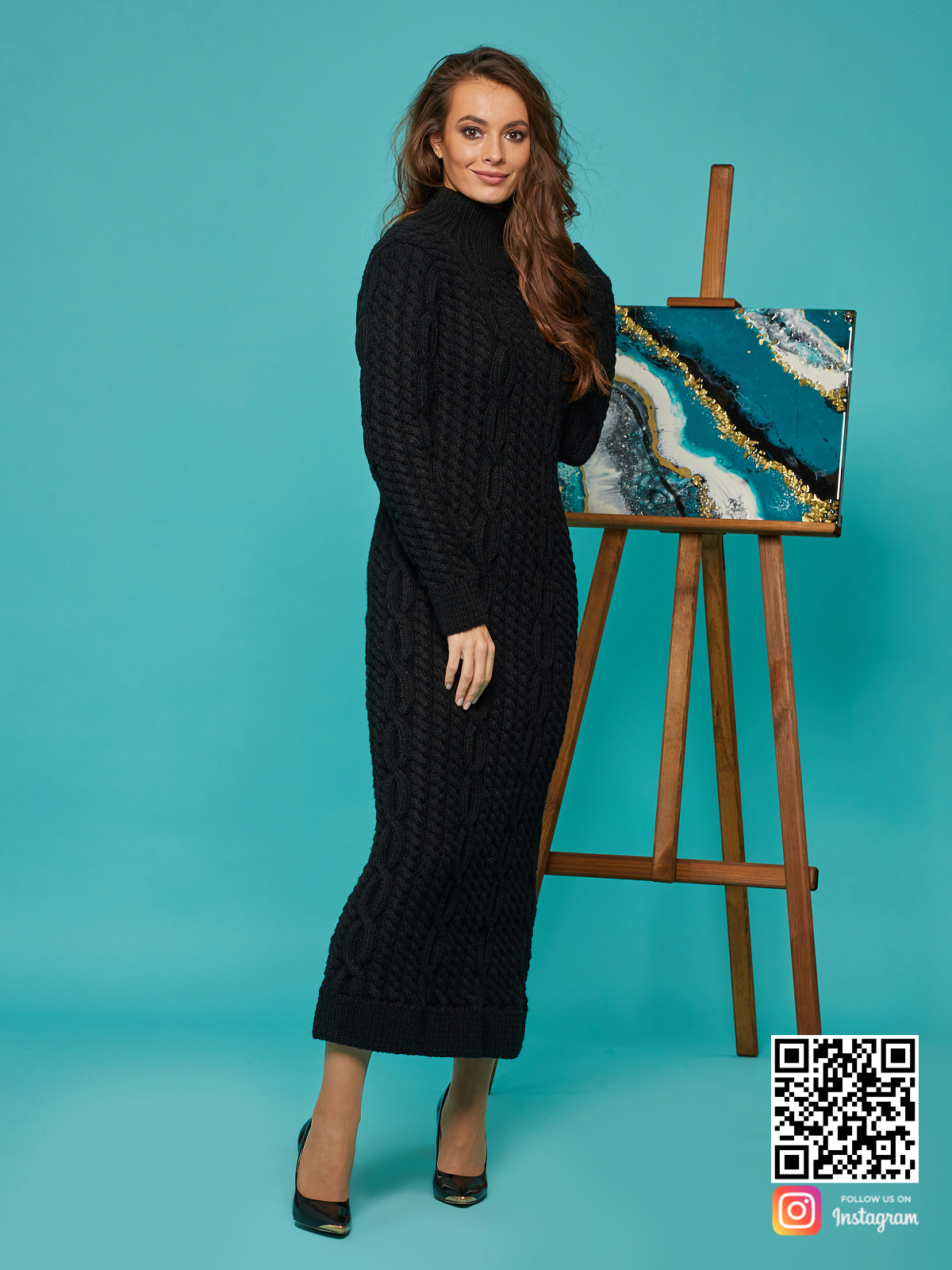 На четвертой фотографии черное вязаное длинное платье в косах от Shapar, бренда женской одежды ручной работы в интернет-магазине связанных спицами вещей.