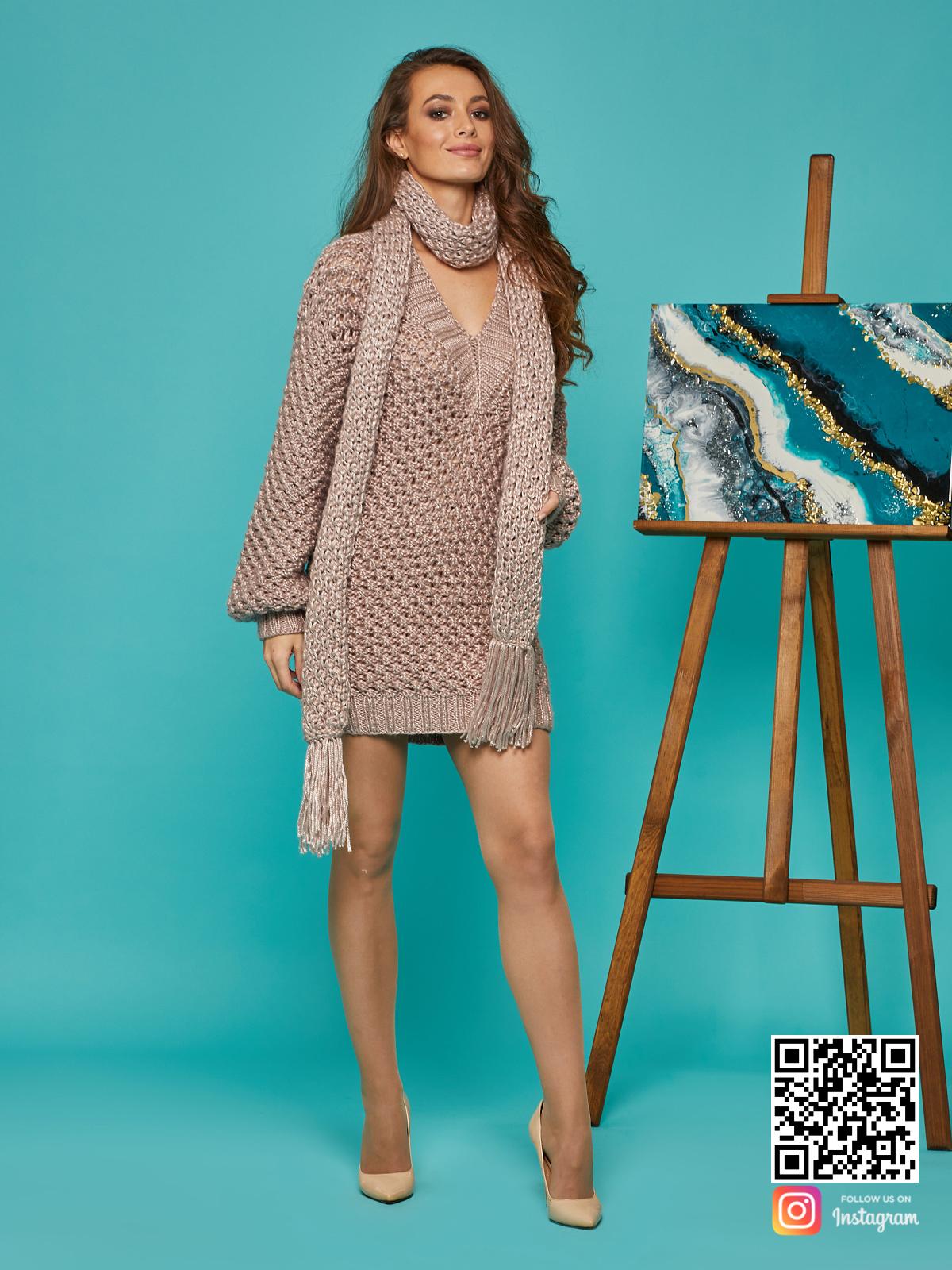 На четвертой фотографии женское длинное платье свитер с шарфом от Shapar, бренда вязаной одежды ручной работы в интернет-магазине связанных спицами вещей.