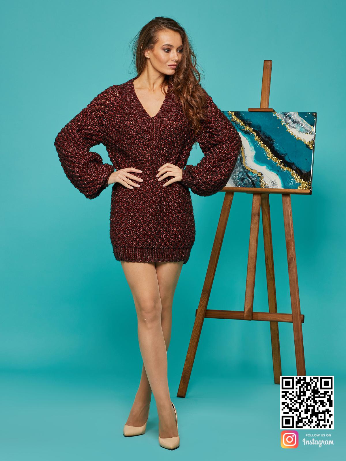 На шестой фотографии женский длинный свитер-платье оверсайз от Shapar, бренда вязаной одежды ручной работы в интернет-магазине связанных спицами вещей.