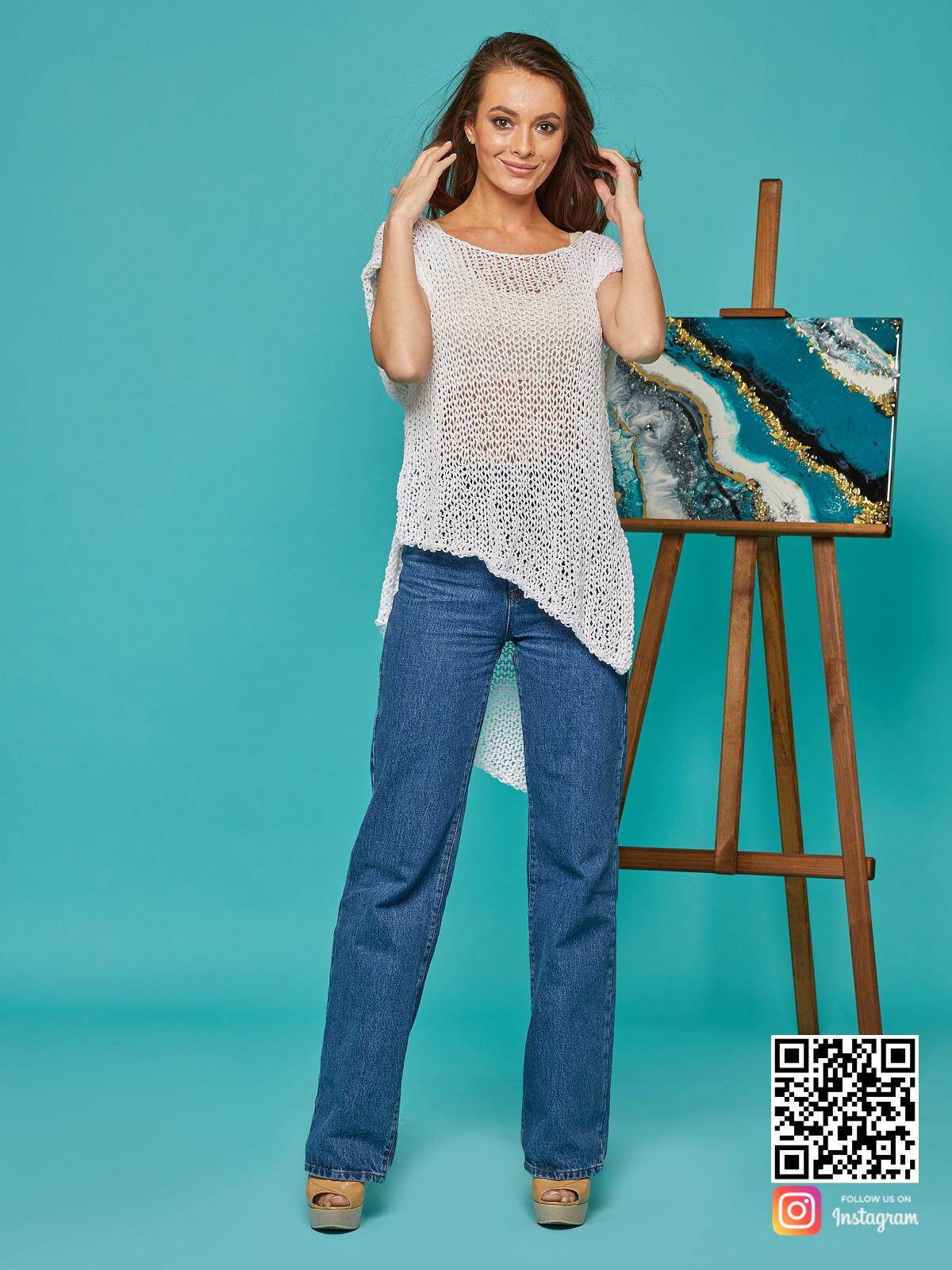 На шестой фотографии длинная женская футболка сетка на лето от Shapar, бренда вязаной одежды ручной работы в интернет-магазине связанных спицами вещей.
