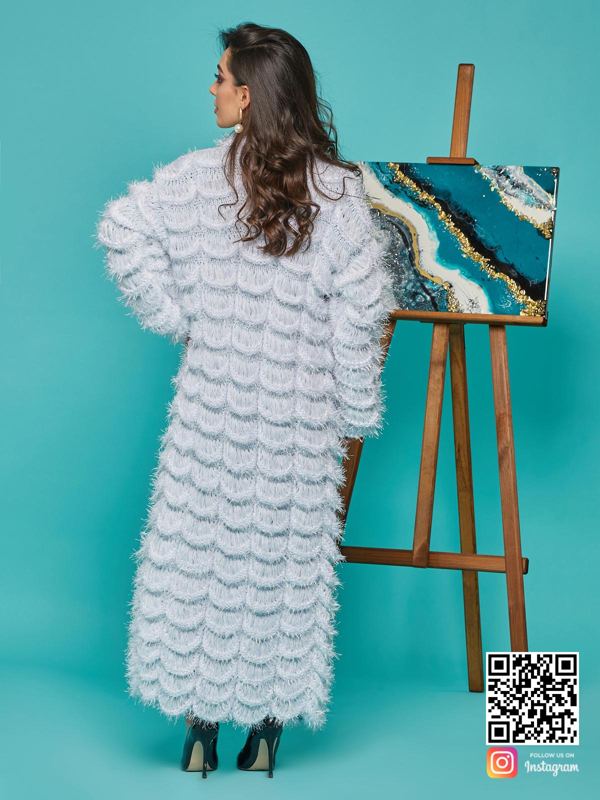На второй фотографии голубой кардиган женский со спины от Shapar, бренда вязаной одежды ручной работы в интернет-магазине связанных спицами вещей.