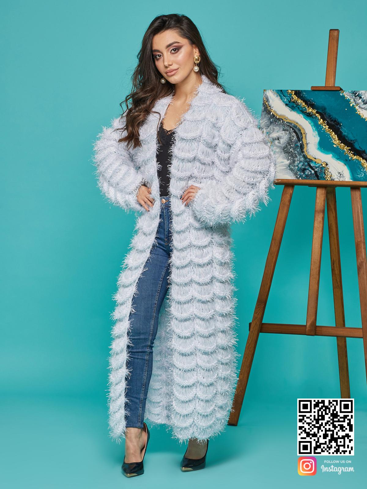 На четвертой фотографии ажурный голубой кардиган женский от Shapar, бренда вязаной одежды ручной работы в интернет-магазине связанных спицами вещей.