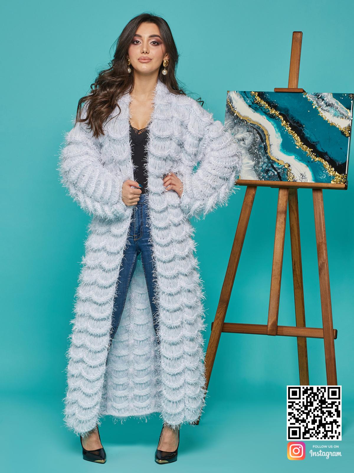 На шестой фотографии элегантный голубой кардиган женский от Shapar, бренда вязаной одежды ручной работы в интернет-магазине связанных спицами вещей.