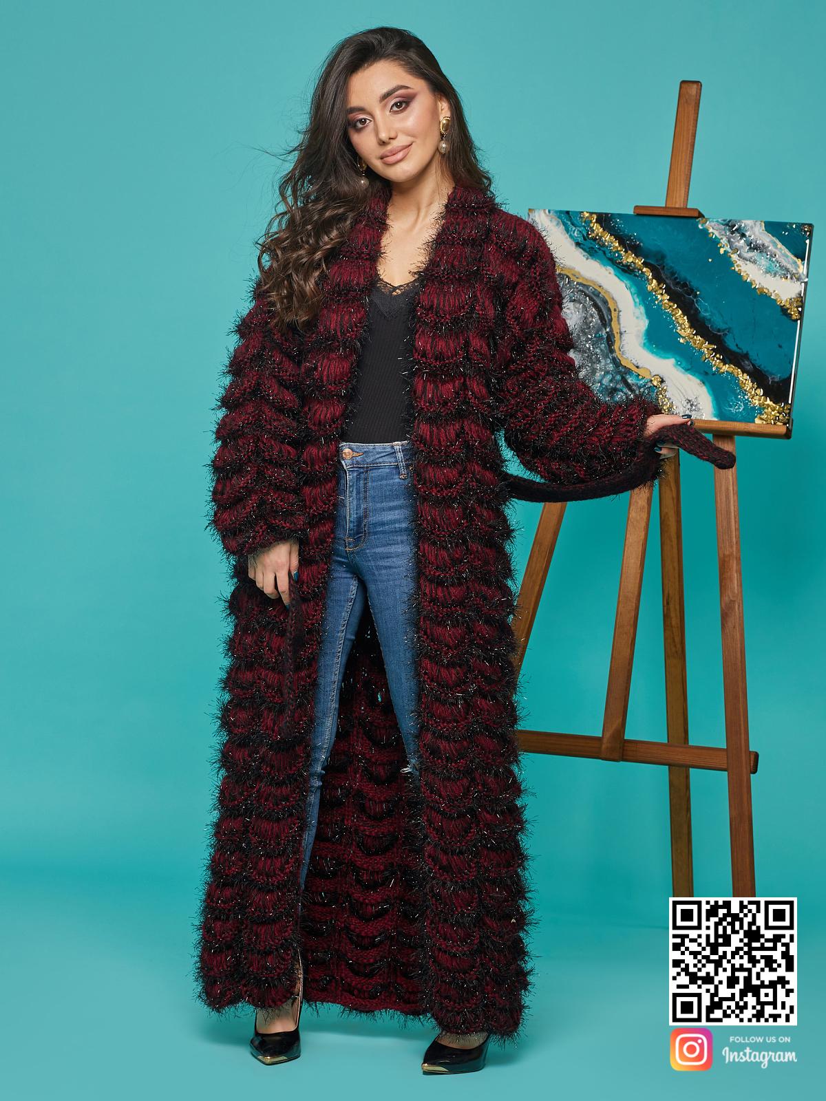 На четвертой фотографии женский кардиган бордового цвета с поясом от Shapar, бренда вязаной одежды ручной работы в интернет-магазине связанных спицами вещей.