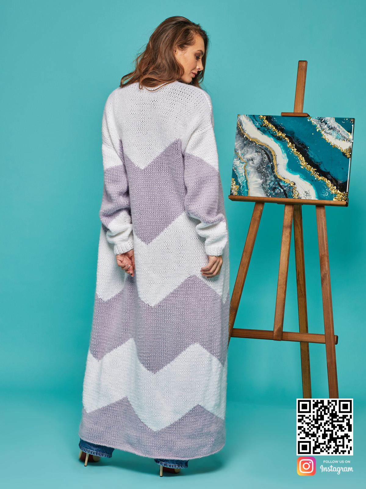 На второй фотографии кардиган женский из ангоры со спины от Shapar, бренда вязаной одежды ручной работы в интернет-магазине связанных спицами вещей.