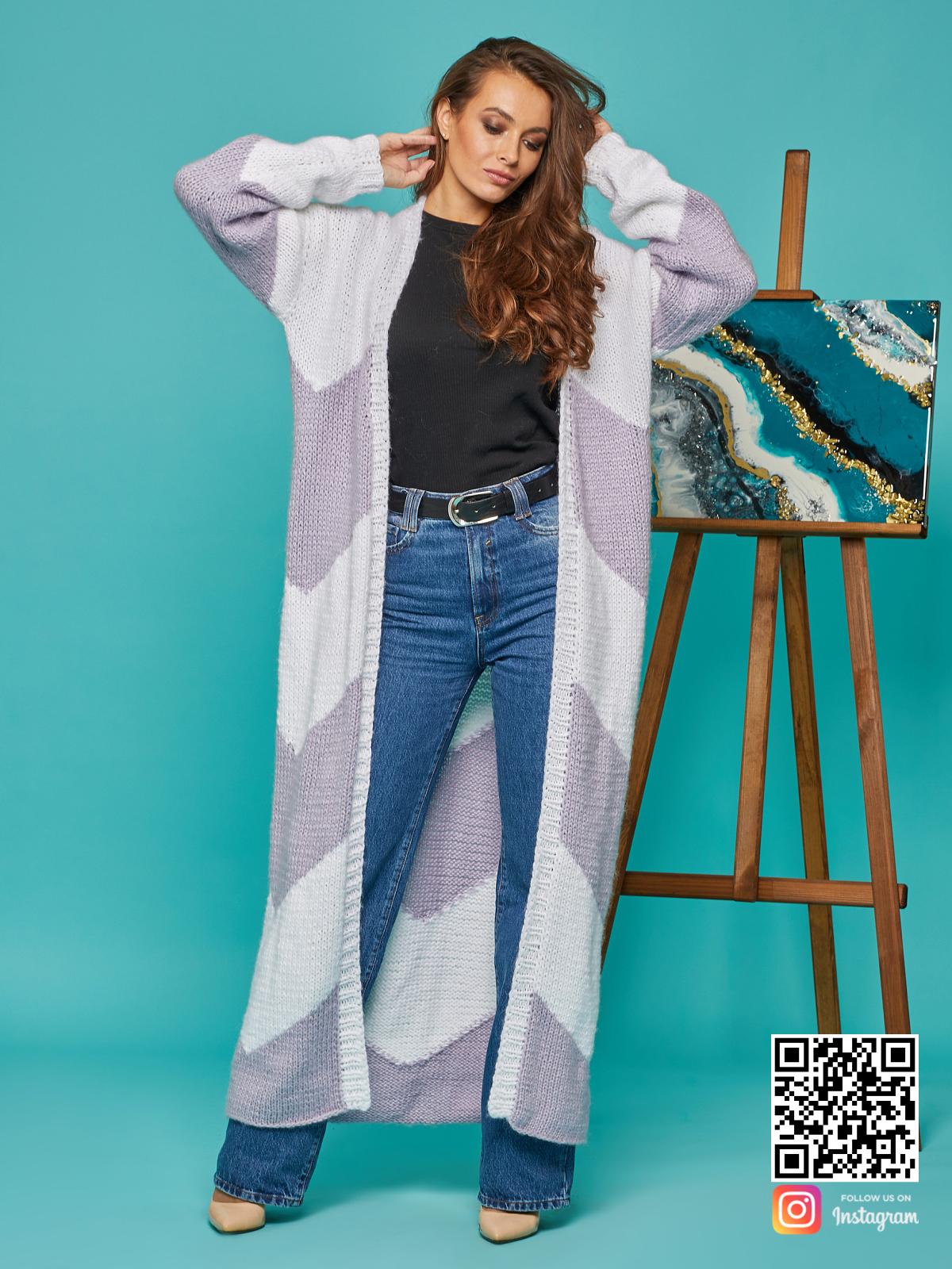 На третьей фотографии кардиган женский из ангоры с орнаментом от Shapar, бренда вязаной одежды ручной работы в интернет-магазине связанных спицами вещей.