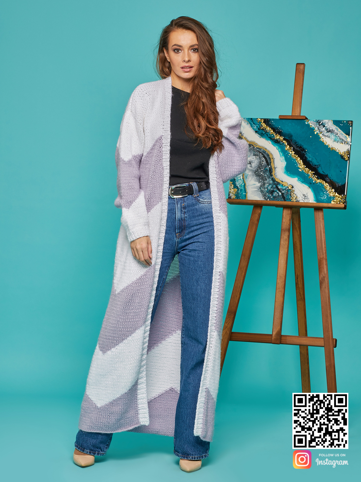 На фотографии кардиган женский из ангоры от Shapar, бренда вязаной одежды ручной работы в интернет-магазине связанных спицами вещей.