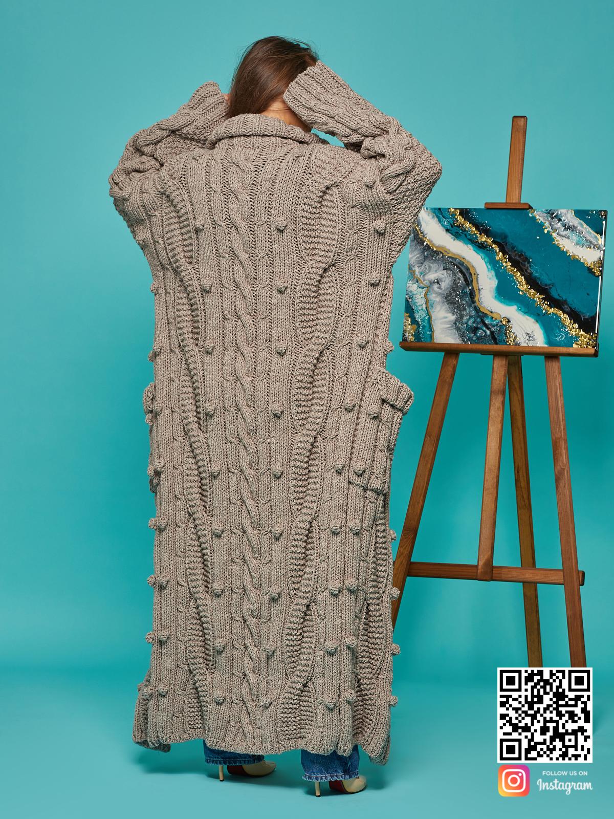 На шестой фотографии кардиган женский оверсайз с узором от Shapar, бренда вязаной одежды ручной работы в интернет-магазине связанных спицами вещей.