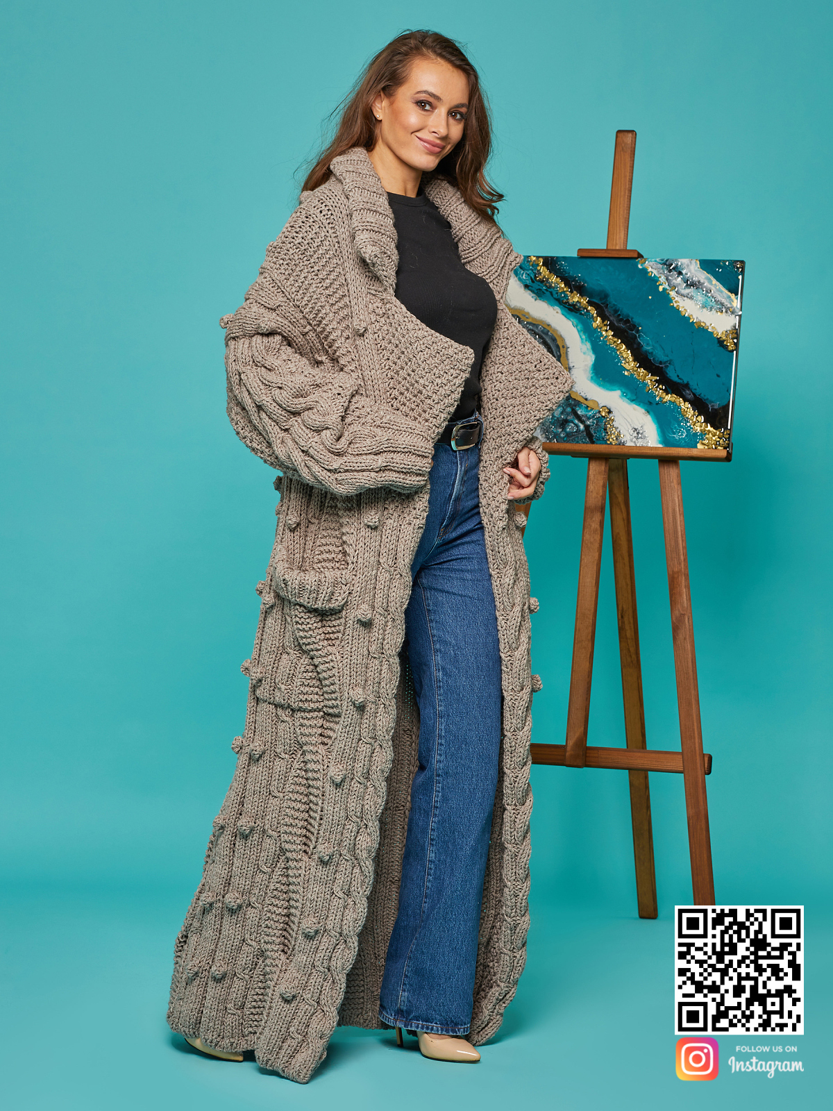 На пятой фотографии кардиган женский оверсайз с карманами от Shapar, бренда вязаной одежды ручной работы в интернет-магазине связанных спицами вещей.