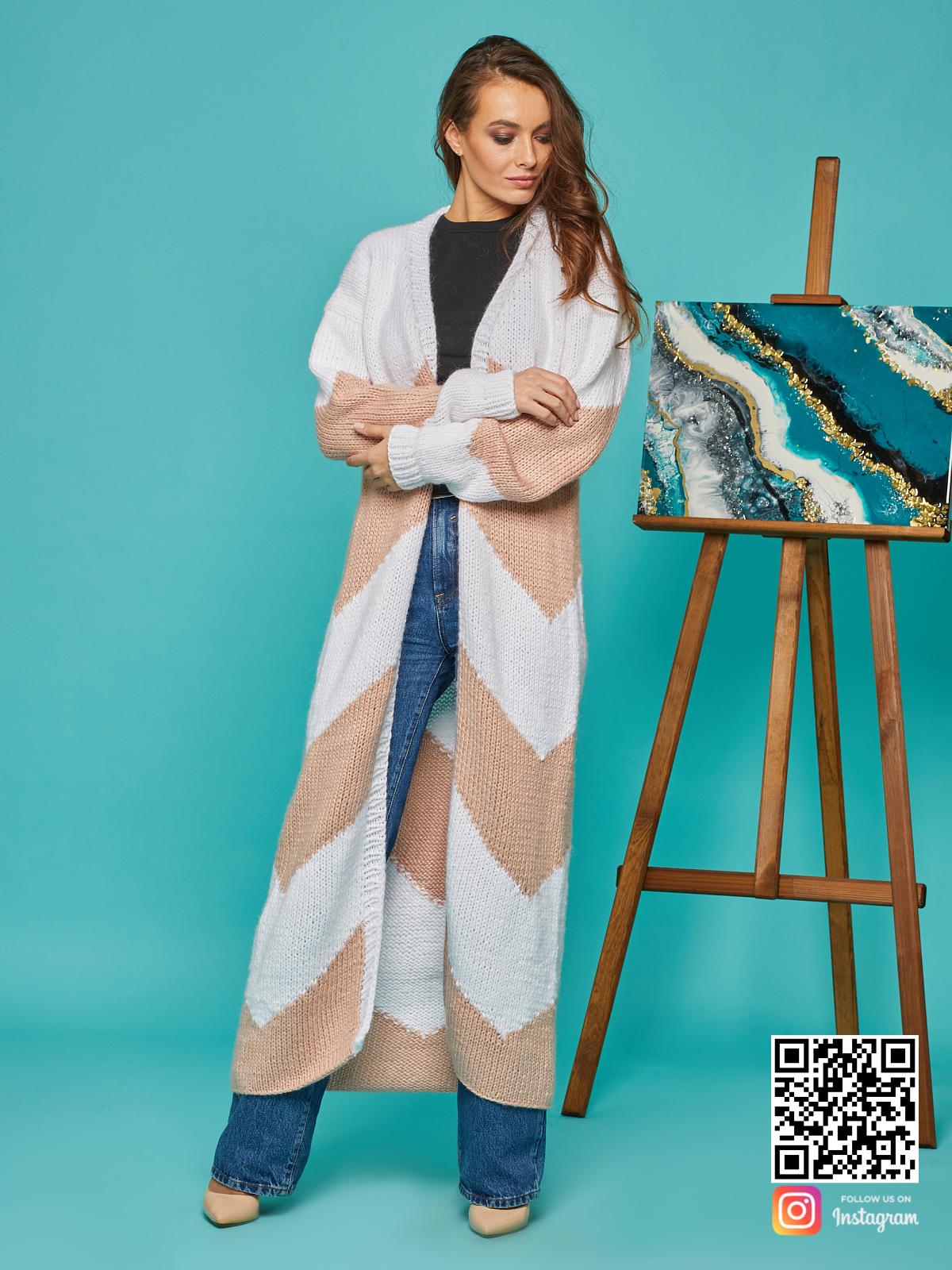 На шестой фотографии модный кардиган зигзагом для женщин от Shapar, бренда вязаной одежды ручной работы в интернет-магазине связанных спицами вещей.