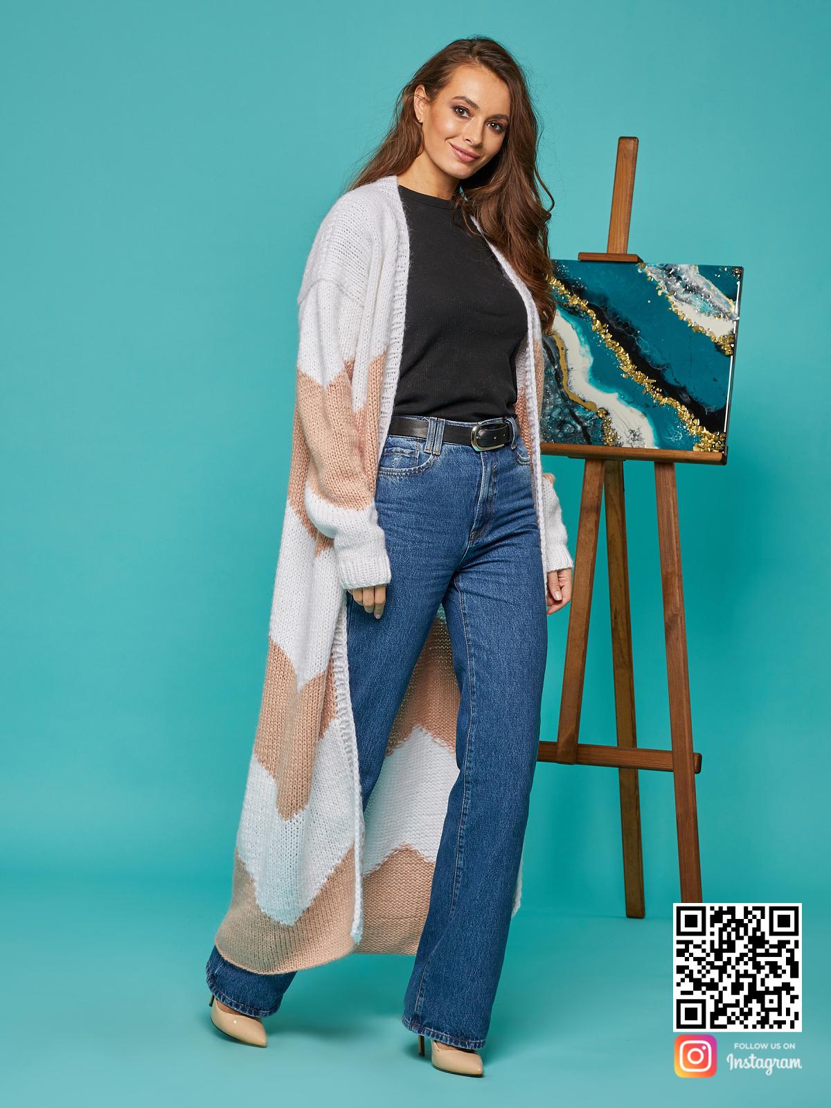 На третьей фотографии женский кардиган зигзагом пудрового цвета от Shapar, бренда вязаной одежды ручной работы в интернет-магазине связанных спицами вещей.
