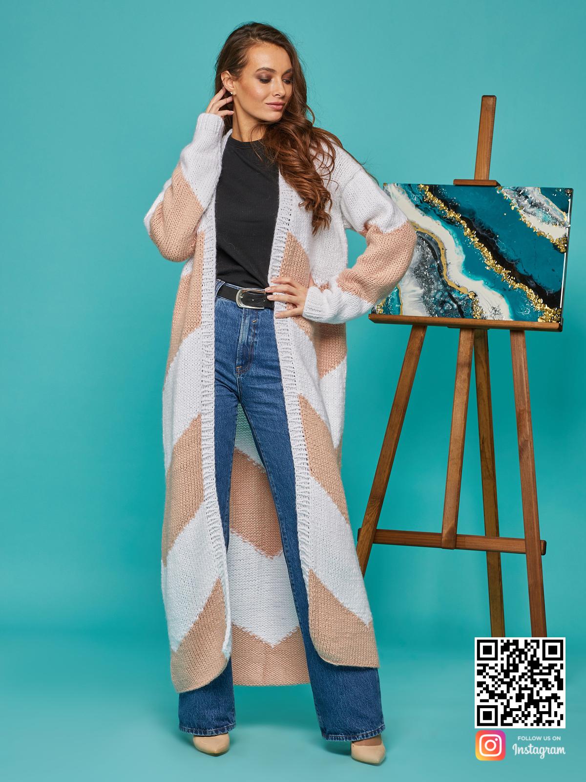 На четвертой фотографии длинный женский кардиган зигзагом от Shapar, бренда вязаной одежды ручной работы в интернет-магазине связанных спицами вещей.