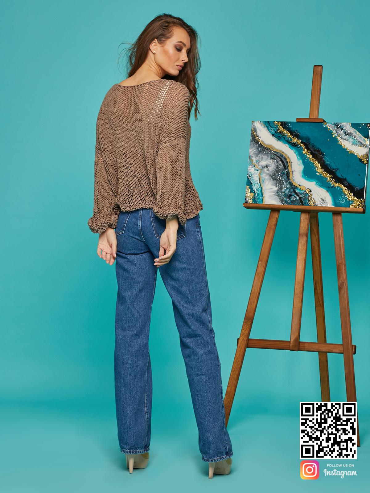 На второй фотографии женская кофта сетка со спины от Shapar, бренда вязаной одежды ручной работы в интернет-магазине связанных спицами вещей.
