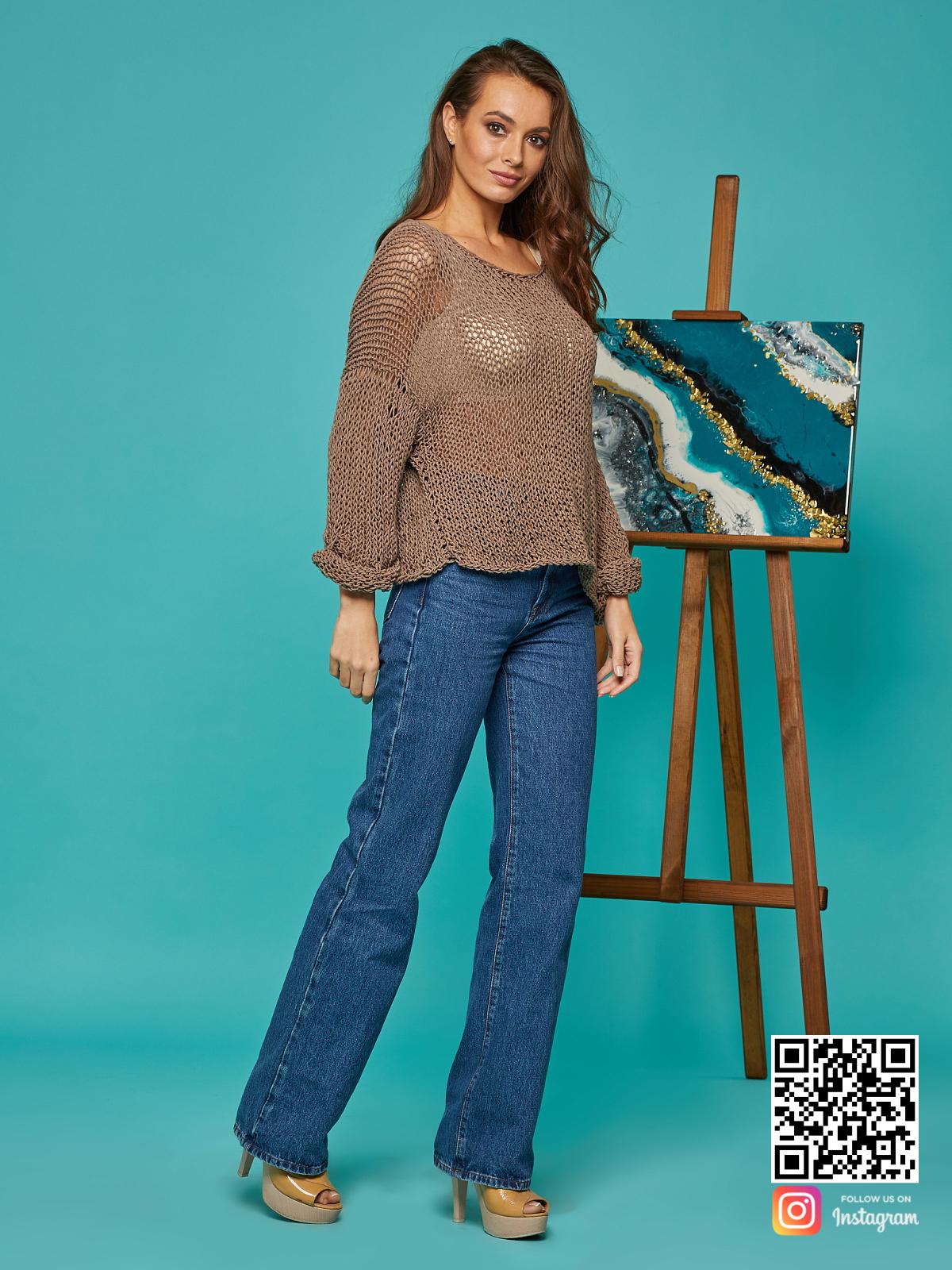 На третьей фотографии коричневая кофта сетка от Shapar, бренда вязаной одежды ручной работы в интернет-магазине связанных спицами вещей.