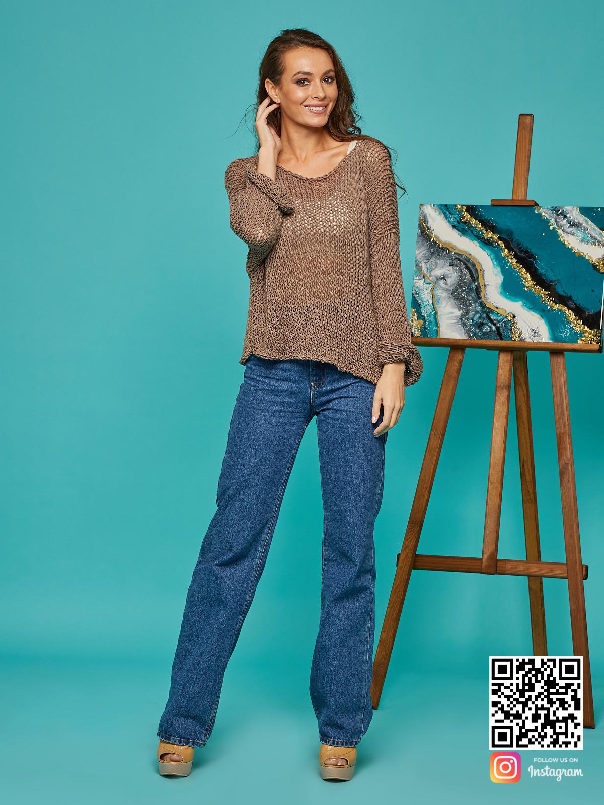 На шестой фотографии женская кофта сетка коричневого цвета от Shapar, бренда вязаной одежды ручной работы в интернет-магазине связанных спицами вещей.