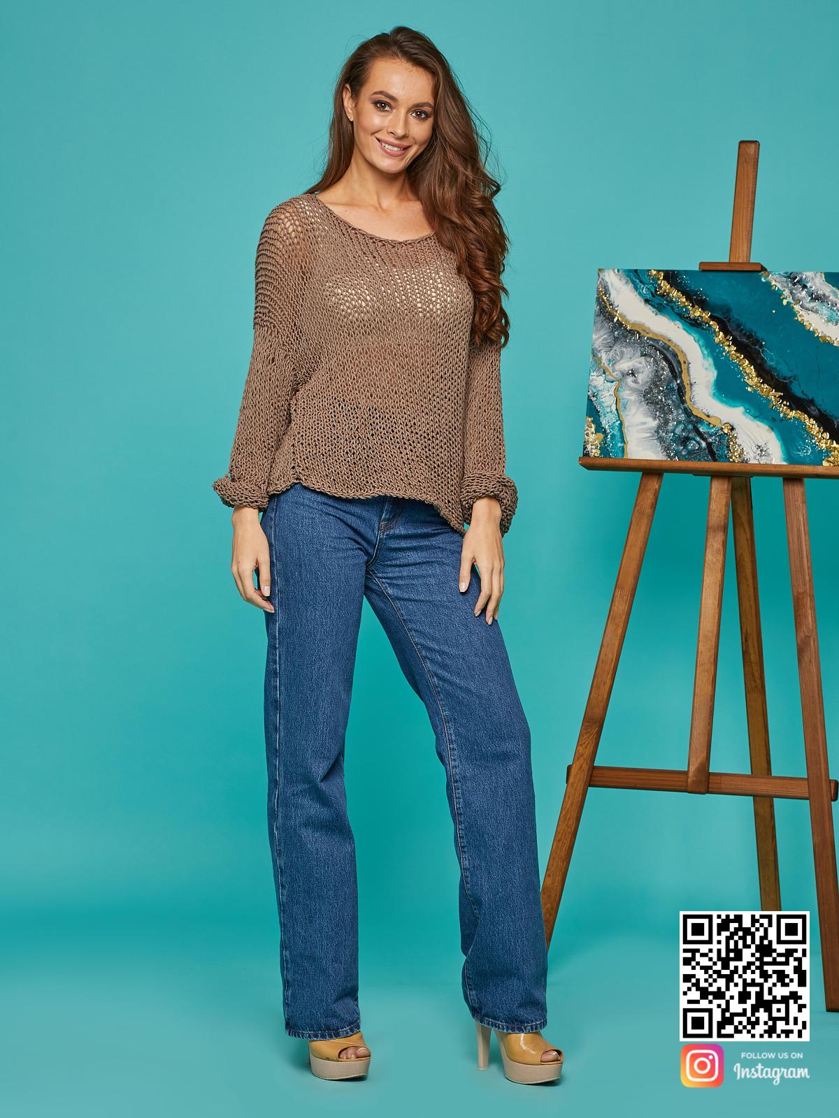 На фотографии женская кофта сетка от Shapar, бренда вязаной одежды ручной работы в интернет-магазине связанных спицами вещей.
