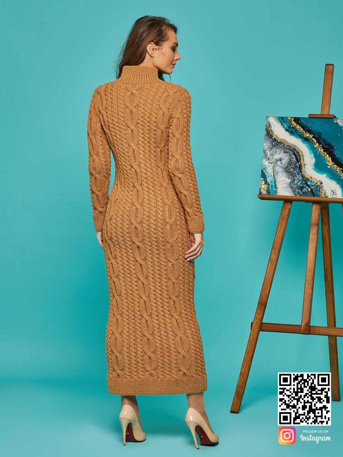 На второй фотографии коричневое вязаное платье со спины от Shapar, бренда женской одежды ручной работы в интернет-магазине связанных спицами вещей.