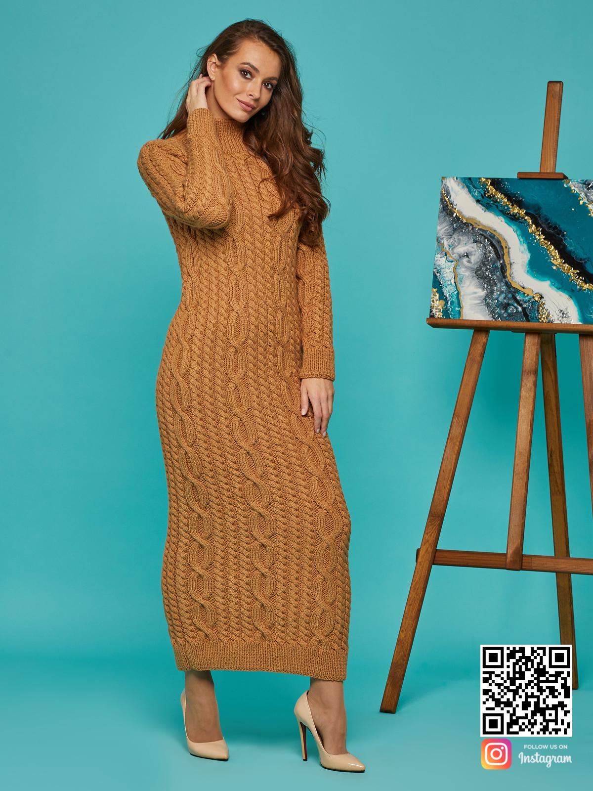 На четвертой фотографии коричневое вязаное платье  с воротником от Shapar, бренда женской одежды ручной работы в интернет-магазине связанных спицами вещей.
