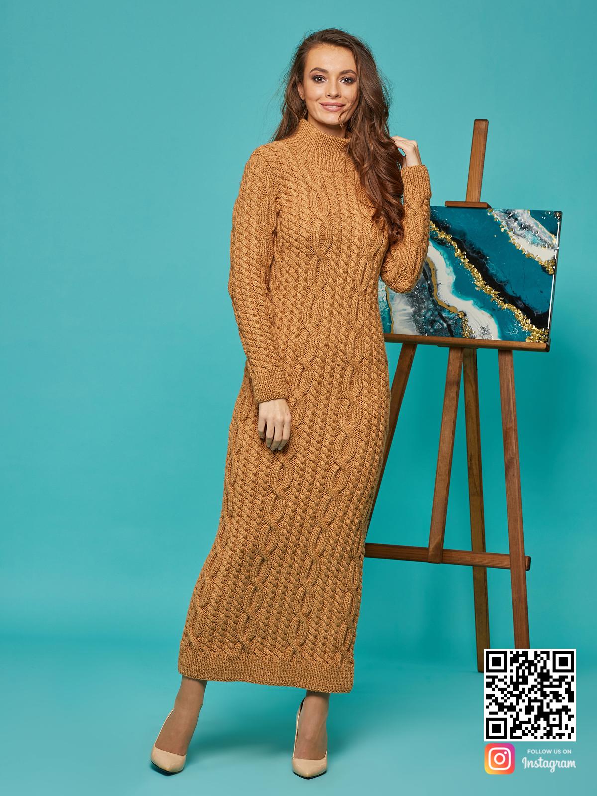 На пятой фотографии теплое коричневое вязаное платье от Shapar, бренда женской одежды ручной работы в интернет-магазине связанных спицами вещей.