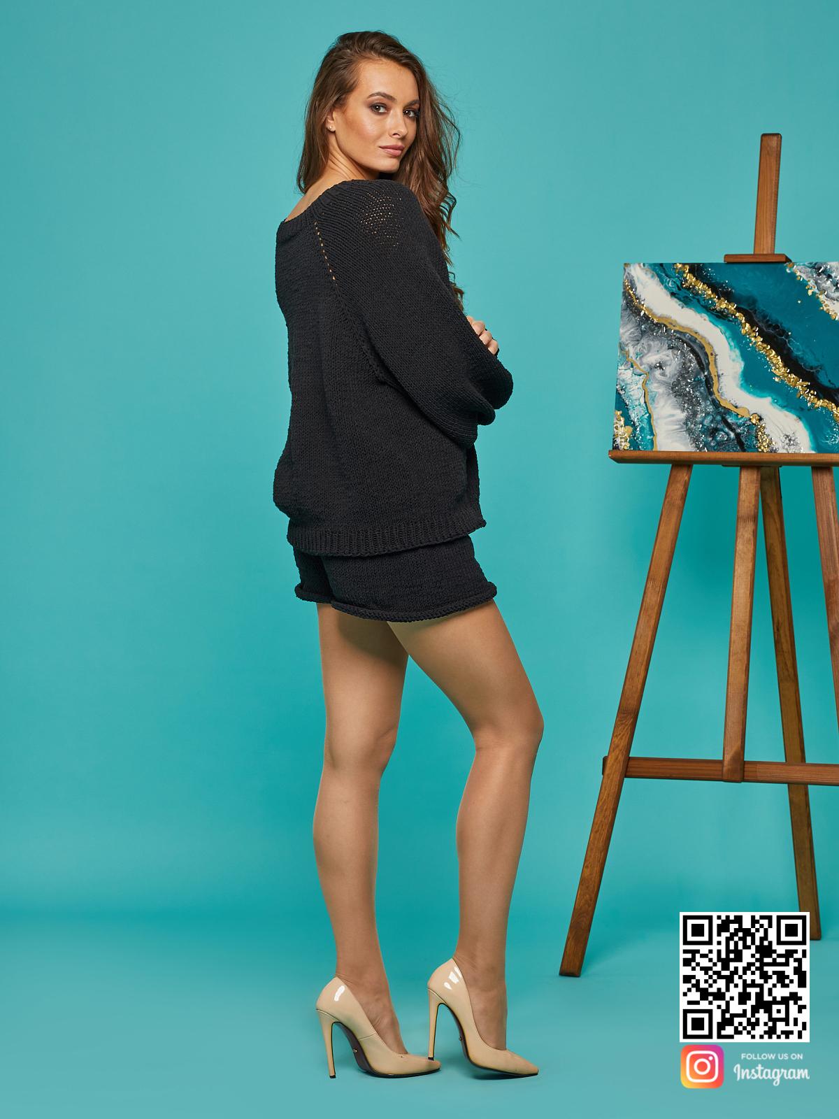 На четвертой фотографии летний костюм с шортами женский от Shapar, бренда вязаной одежды ручной работы в интернет-магазине связанных спицами вещей.