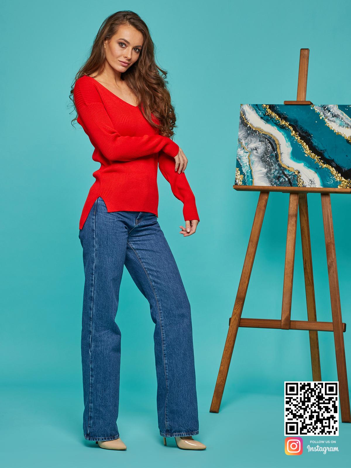 На четвертой фотографии тонкий красный пуловер женский от Shapar, бренда вязаной одежды ручной работы в интернет-магазине связанных спицами вещей.