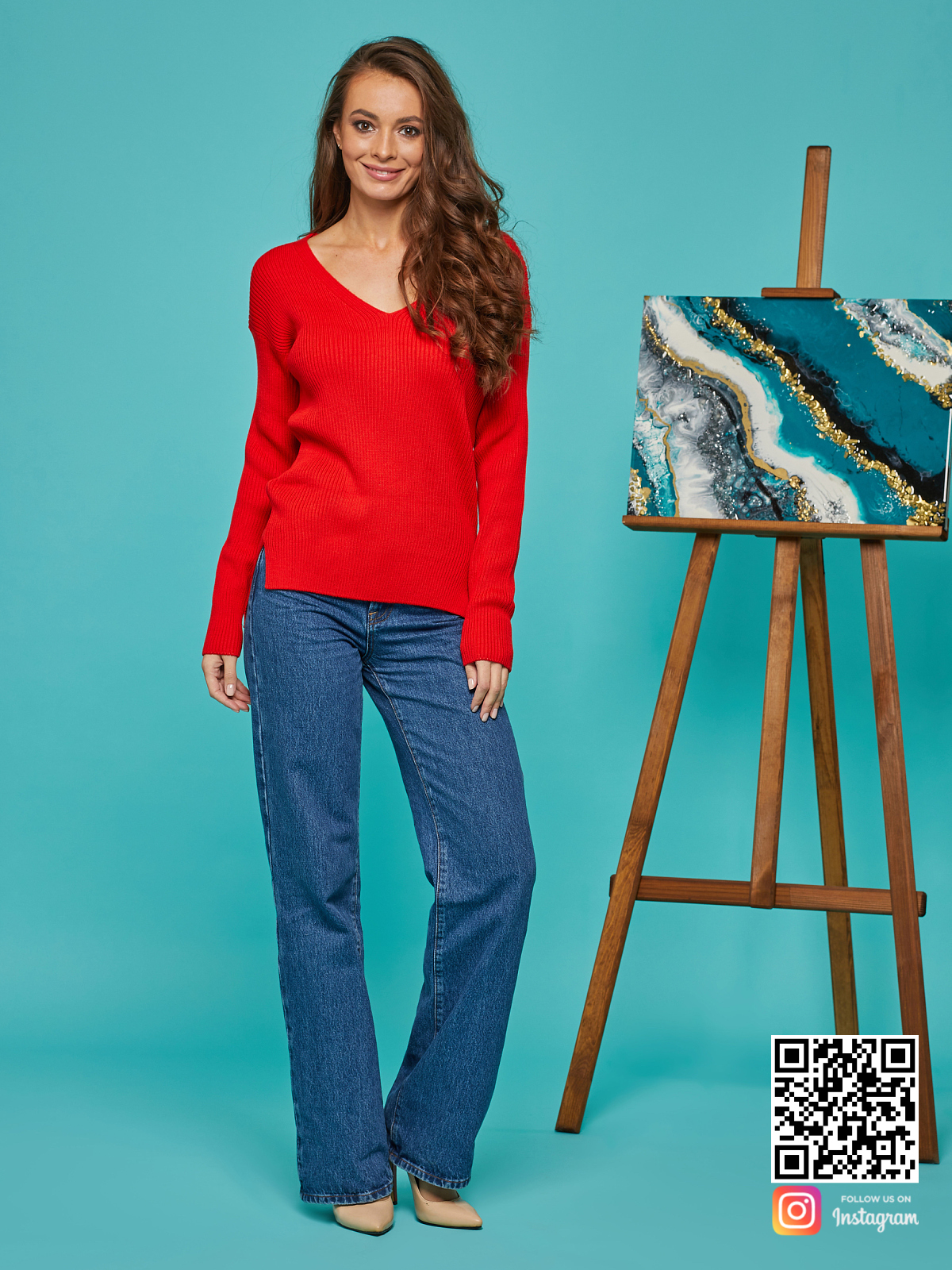 На третьей фотографии красный пуловер для девушек и женщин от Shapar, бренда вязаной одежды ручной работы в интернет-магазине связанных спицами вещей.