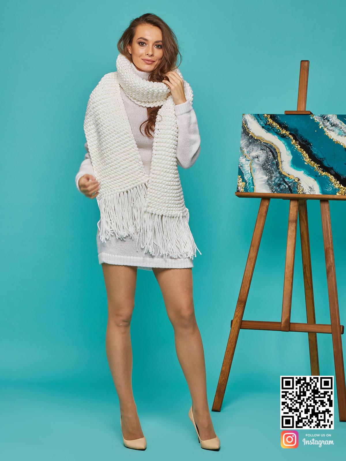 На шестой фотографии женский крупный шарф с бахромой от Shapar, бренда вязаной одежды ручной работы в интернет-магазине связанных спицами вещей.
